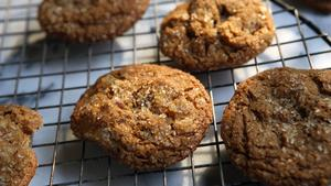 Nutmeg-molasses cookies with pears and walnuts
