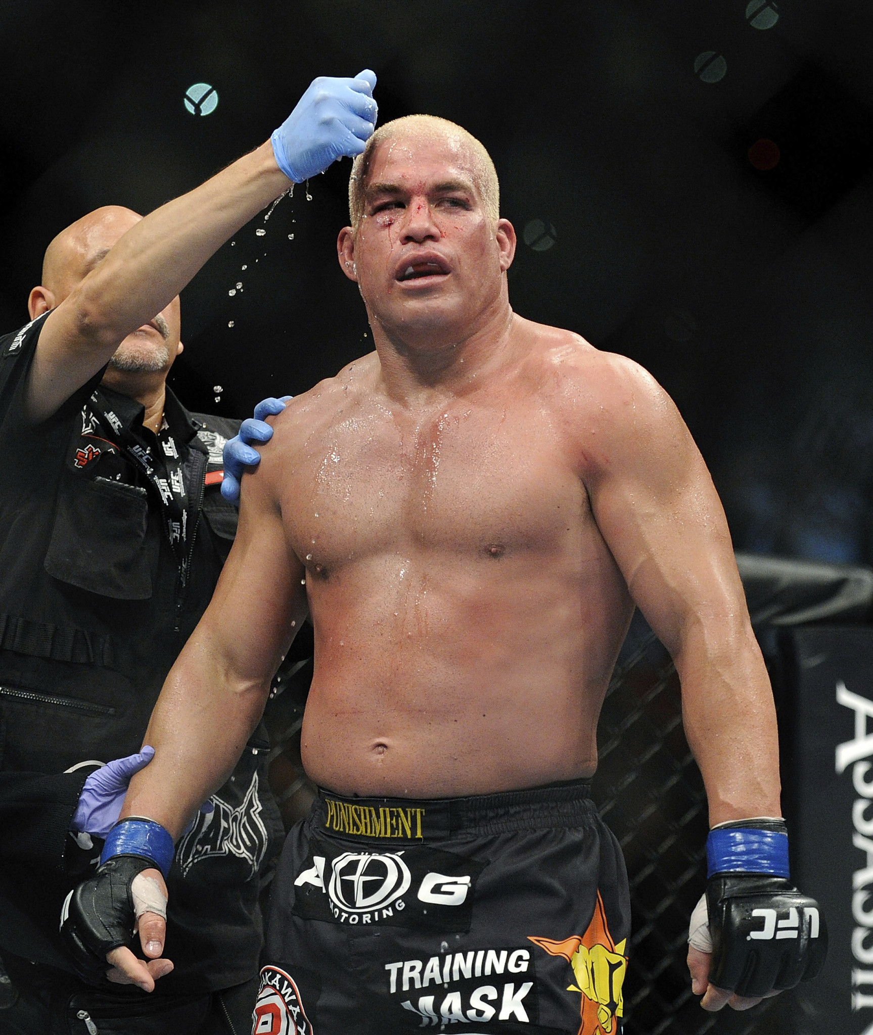 Tito Ortiz chokes out Chael Sonnen in 1st round to wrap up ...