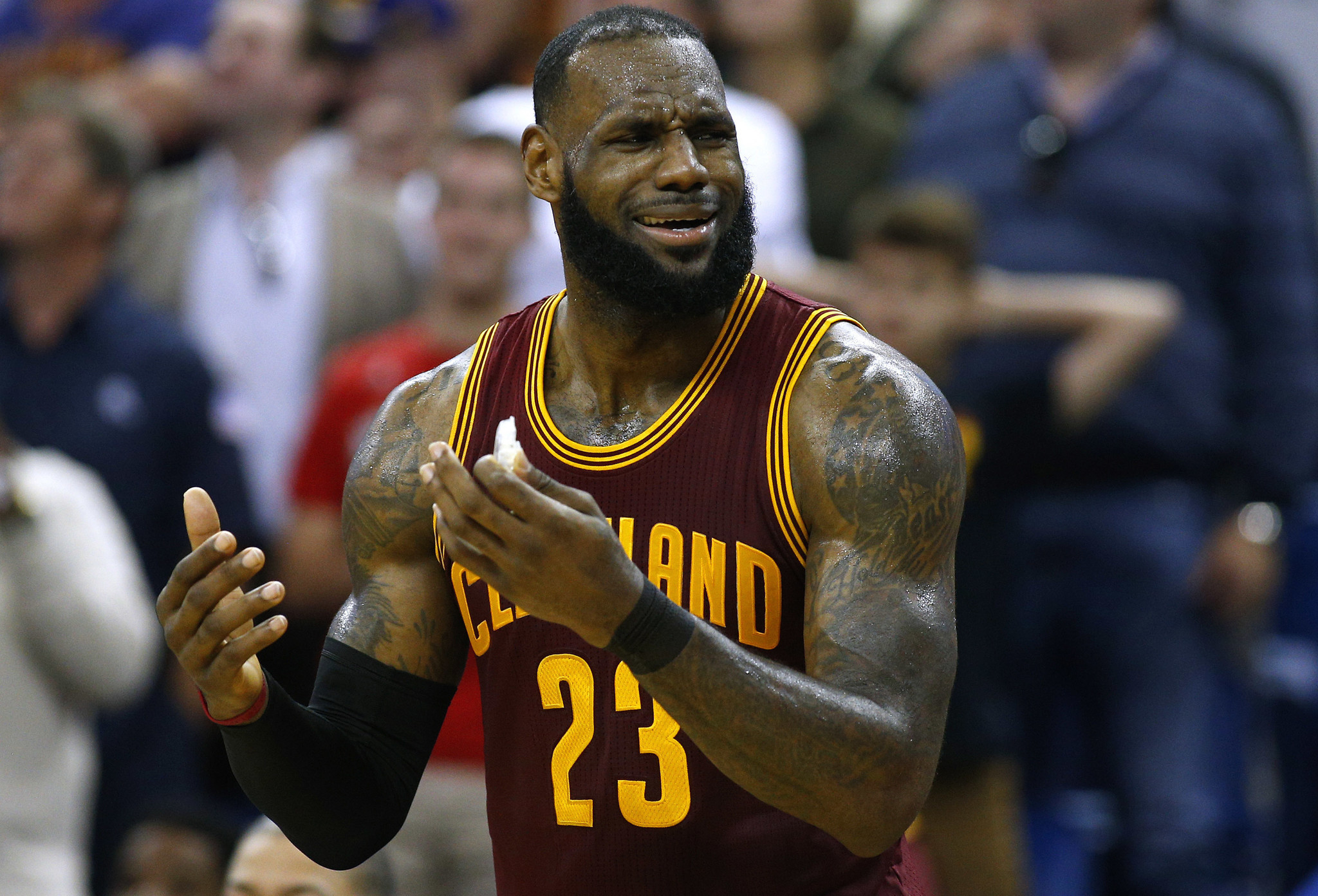 6d3b231fd13 Frustrated LeBron James desperately wants the Cavs to get a playmaker -  Chicago Tribune