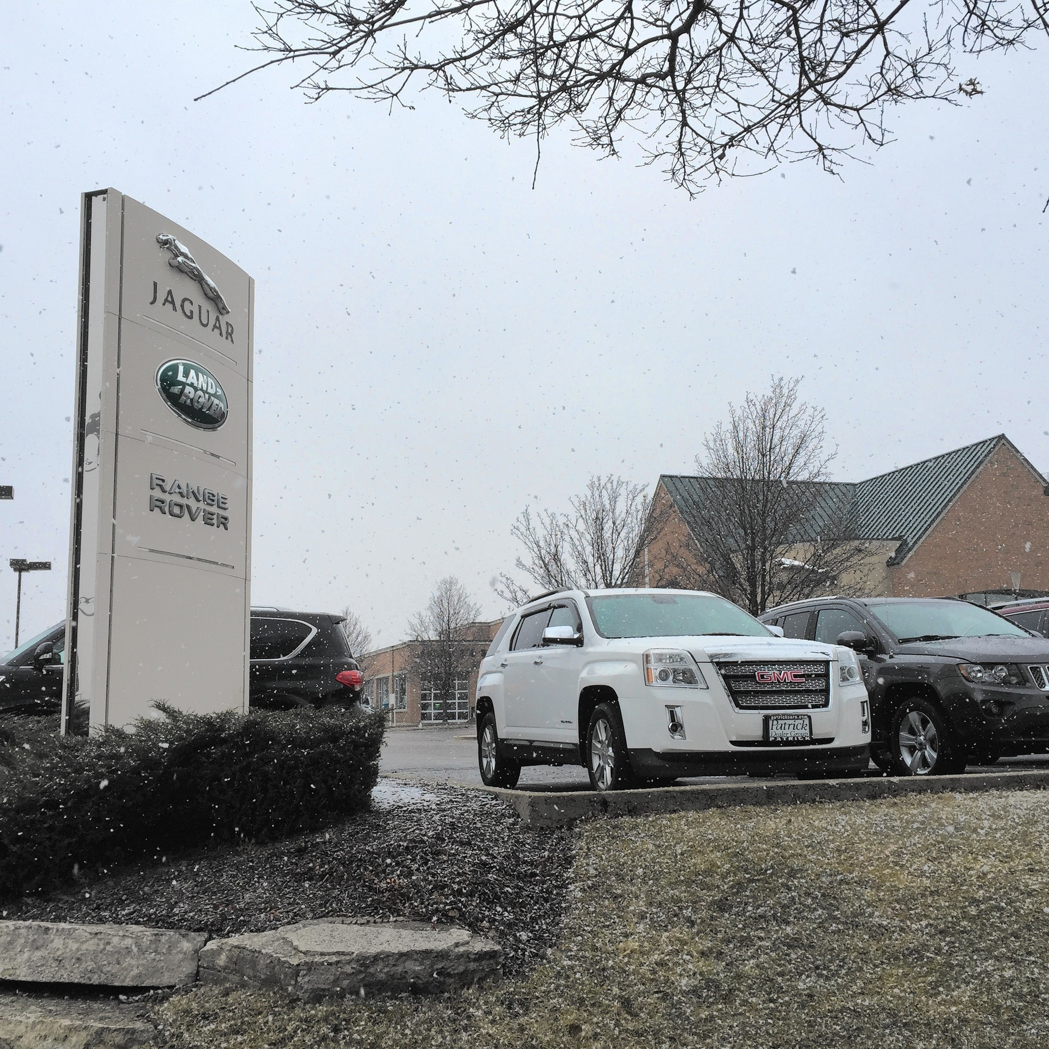 luxury cars stolen in front of dealership employees naperville sun. Black Bedroom Furniture Sets. Home Design Ideas