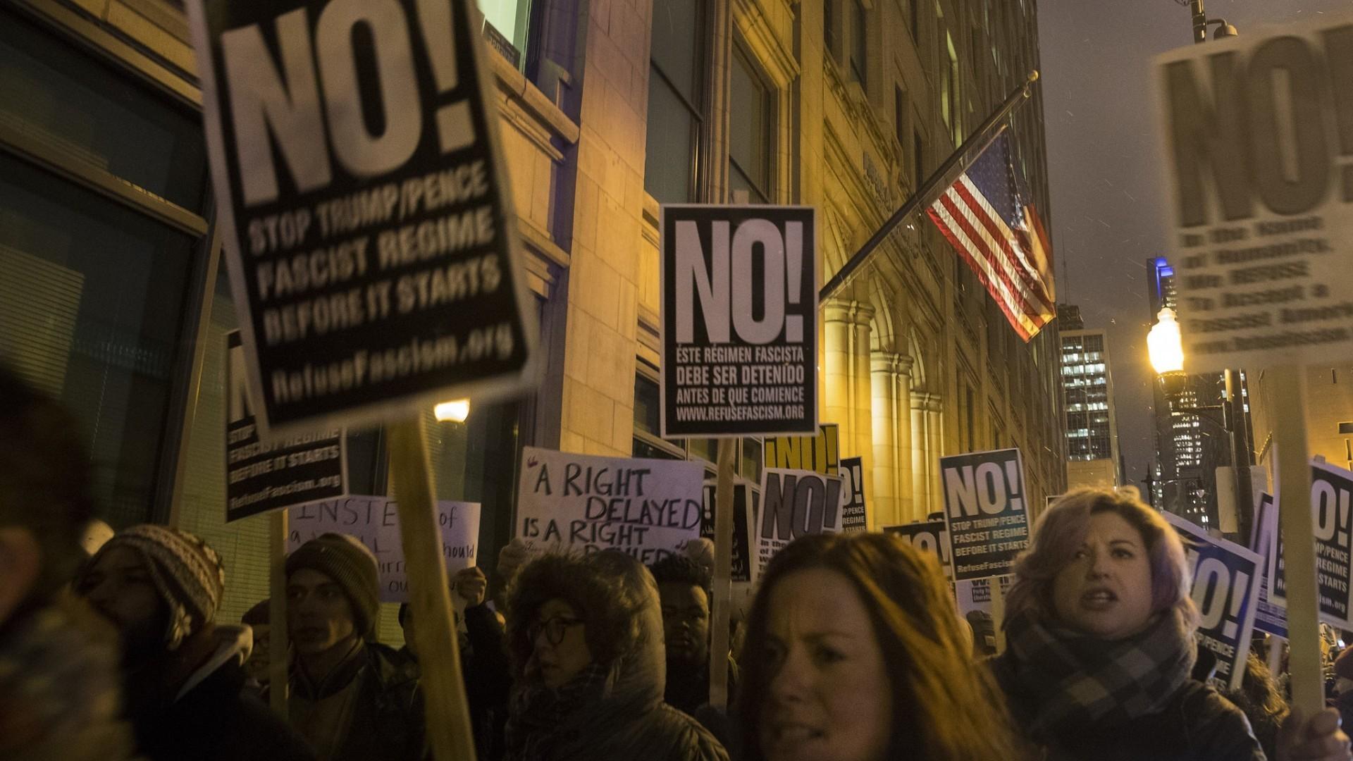 Protesters denounce President Trump's plan to build border ...
