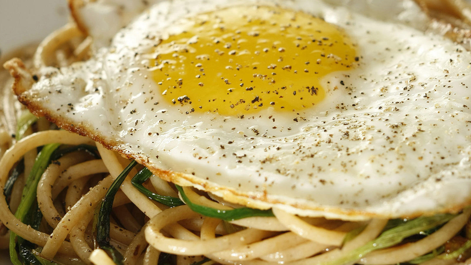 Whole wheat spaghetti with green garlic and fried egg