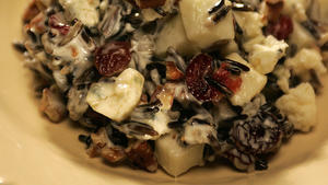 Apple-wild rice salad with blue cheese and Calvados dressing