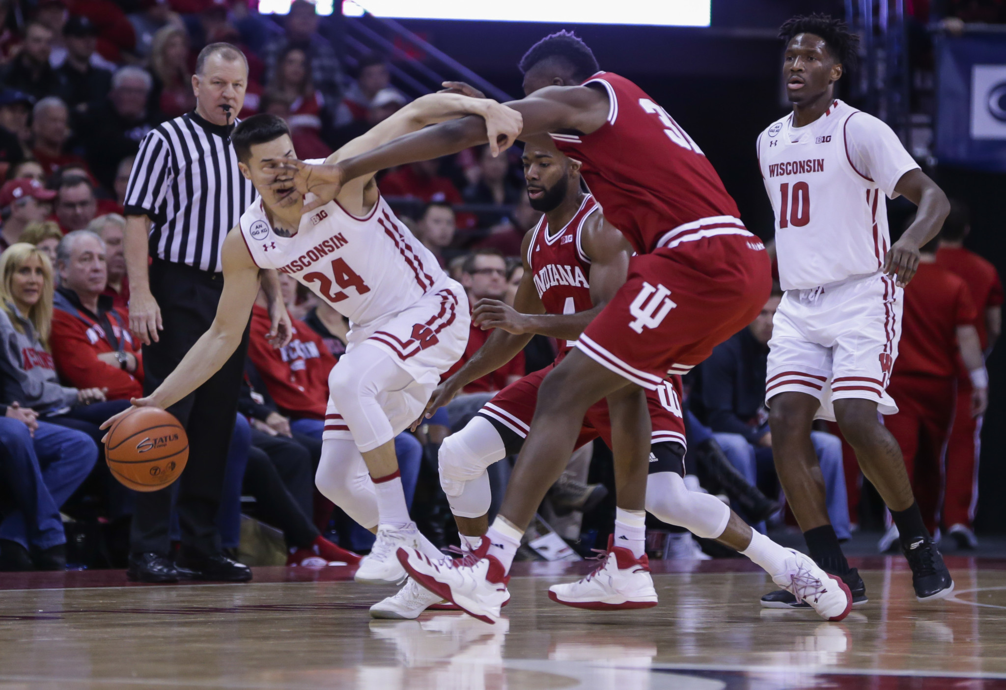 No. 10 Wisconsin outmuscles Indiana for victory; UConn win streak hits 97