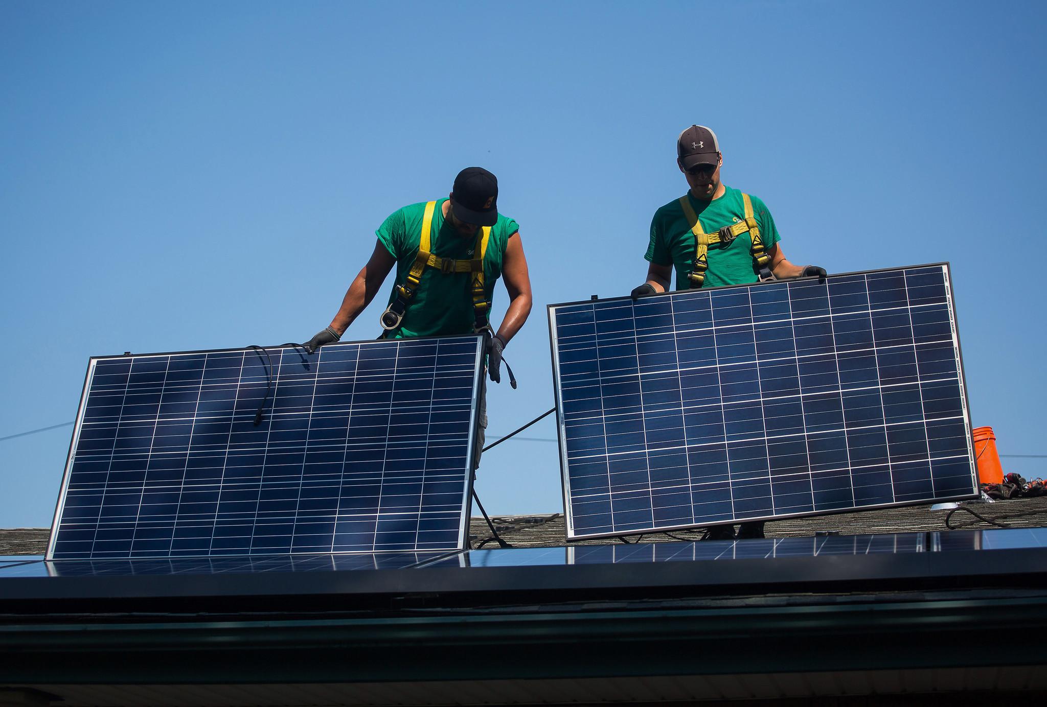 U S Solar Industry Clamors For Workers As Jobs Climb By