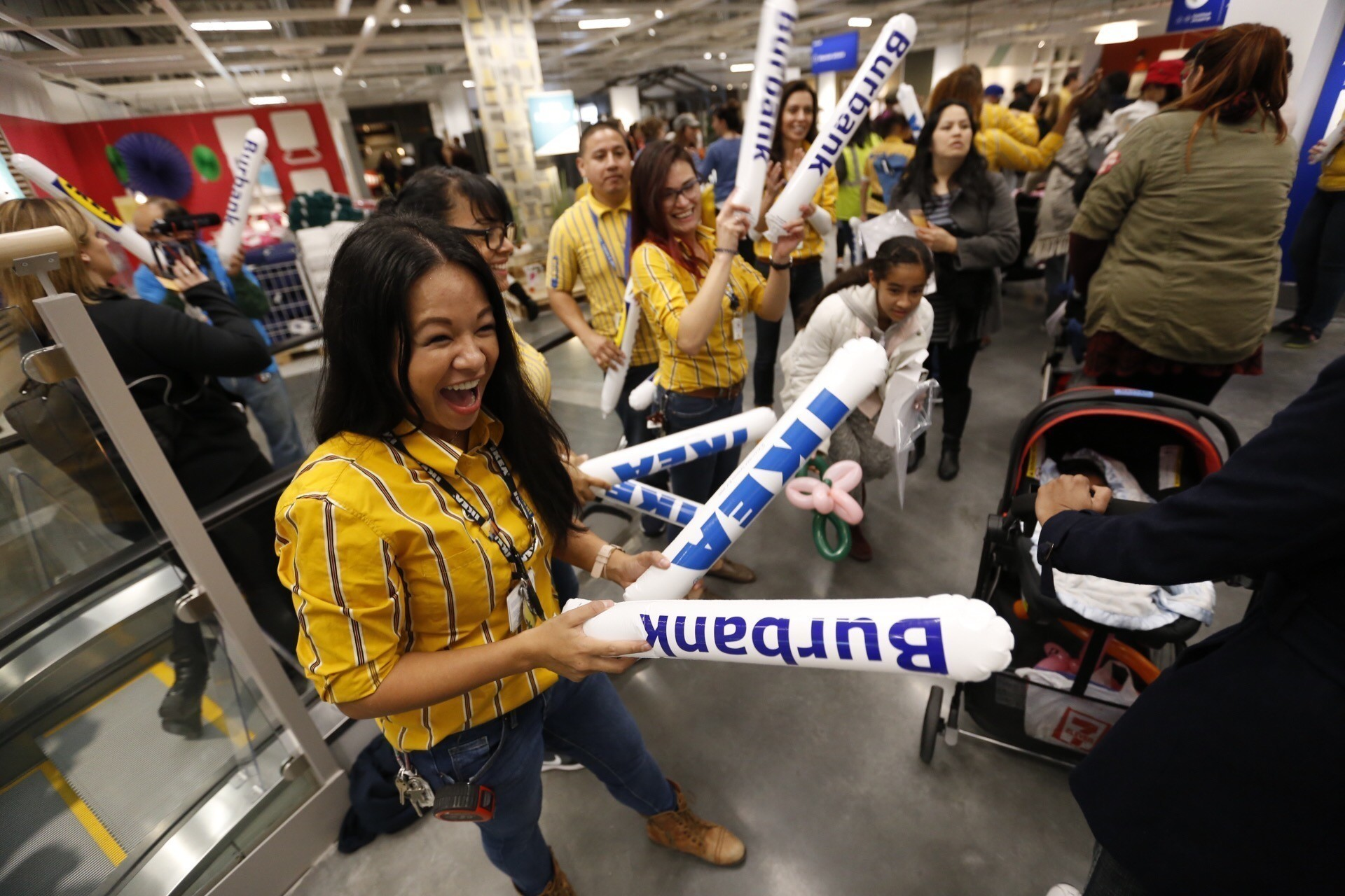 thousands show up for the giant new ikea opening in burbank la times. Black Bedroom Furniture Sets. Home Design Ideas