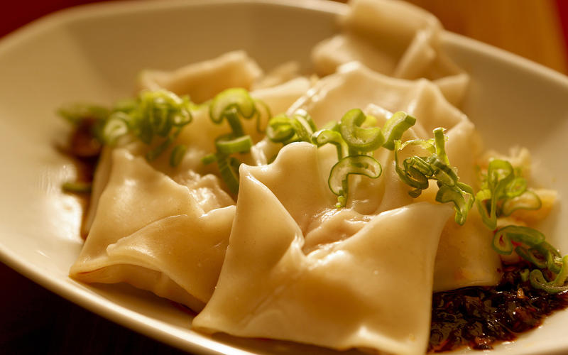 Sichuan wontons in chili oil sauce (hong you chao shou)