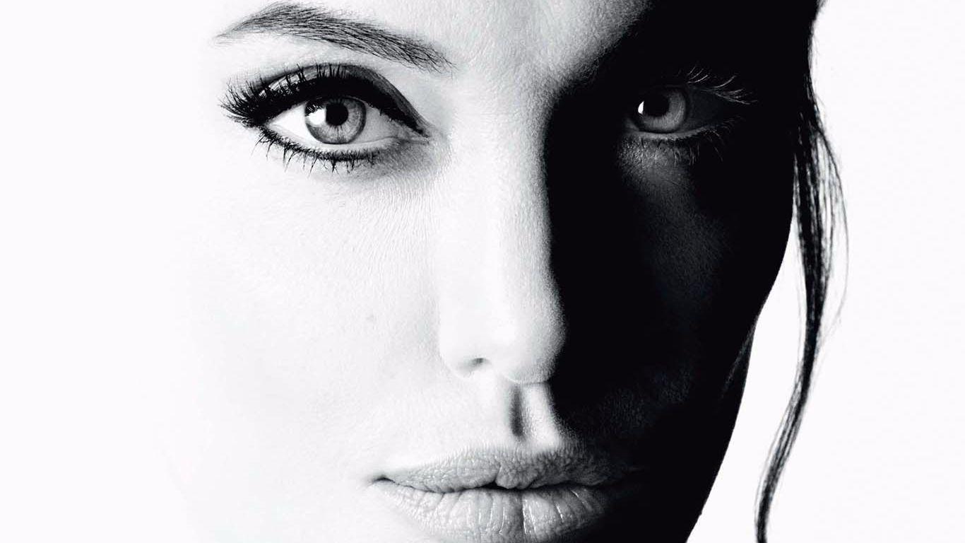 Angelina Jolie for Mon Guerlain.