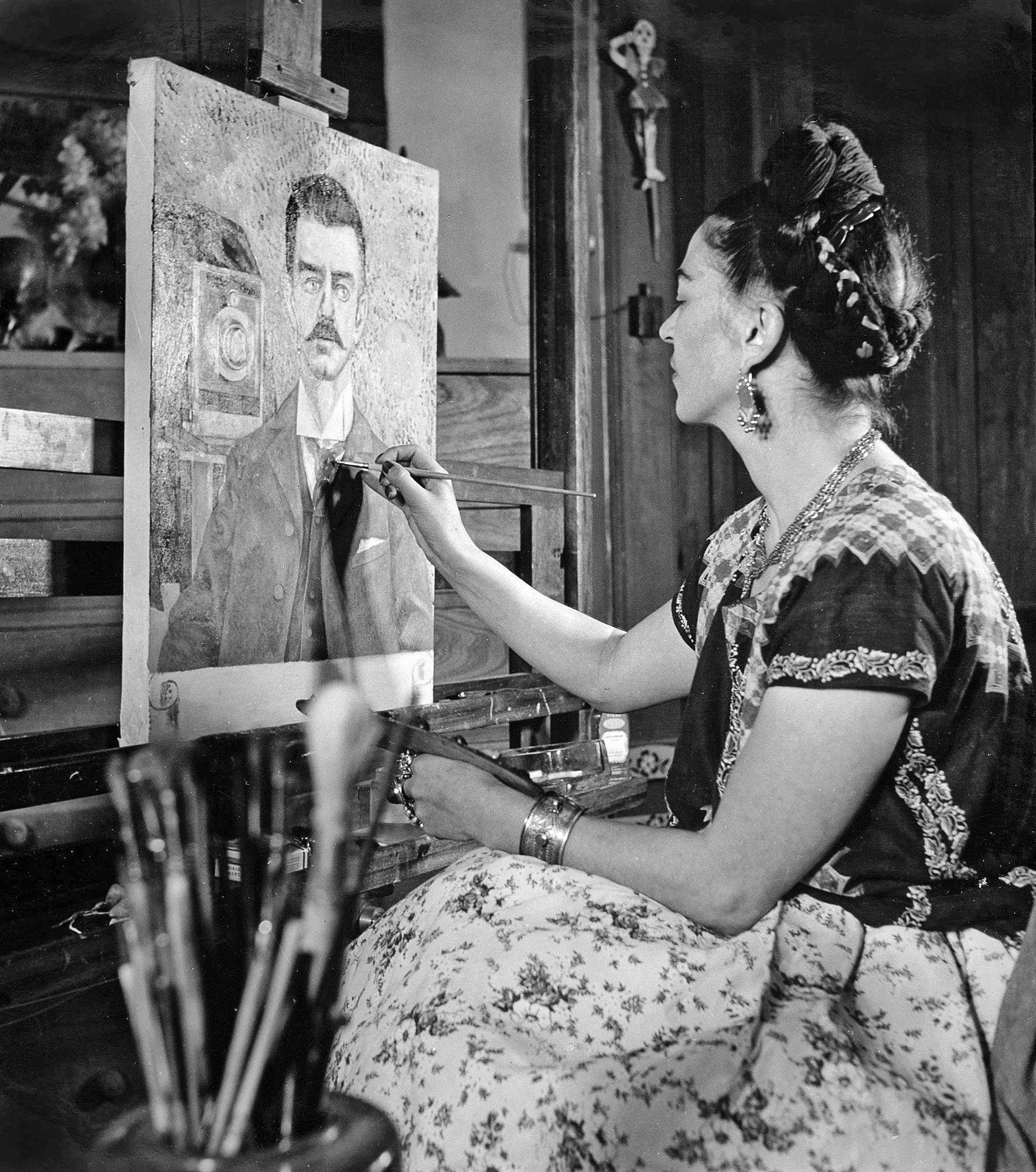 Una frida kahlo diferente se muestra en una exposici n de for Cuartos decorados de frida kahlo