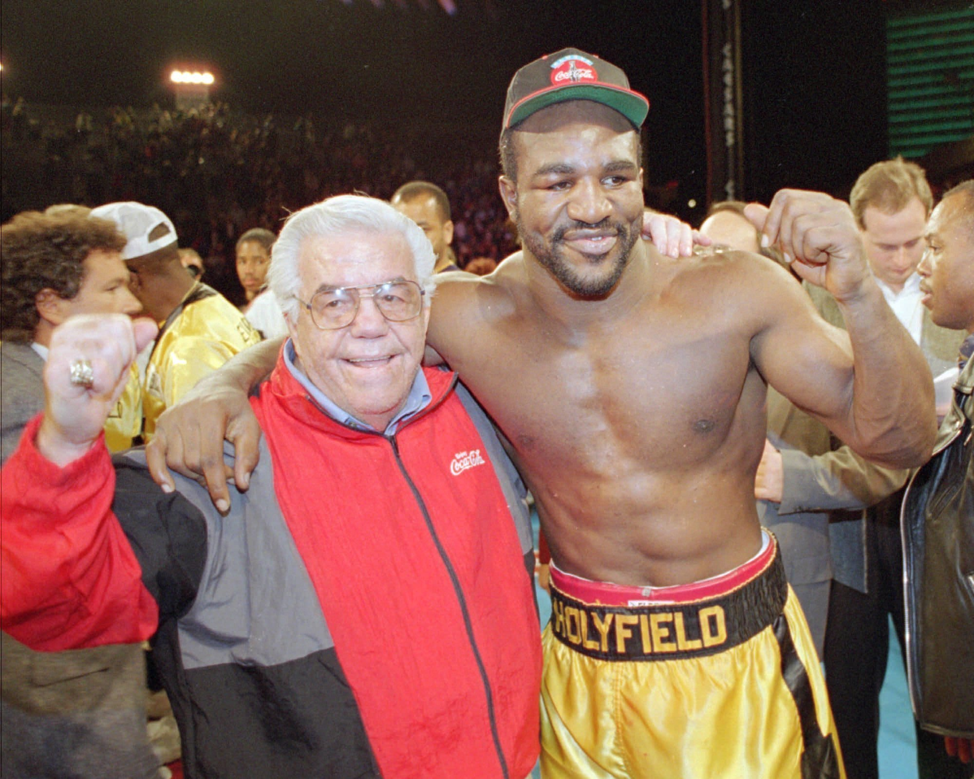 boxing hall of famer lou duva dies at 94 handled 19 champs