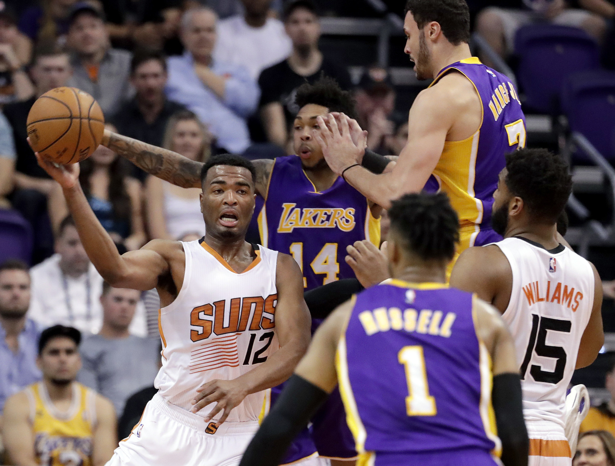 12d0c4a3974 rssfeeds.usatoday.com Lakers end eight-game losing streak with victory over  Suns