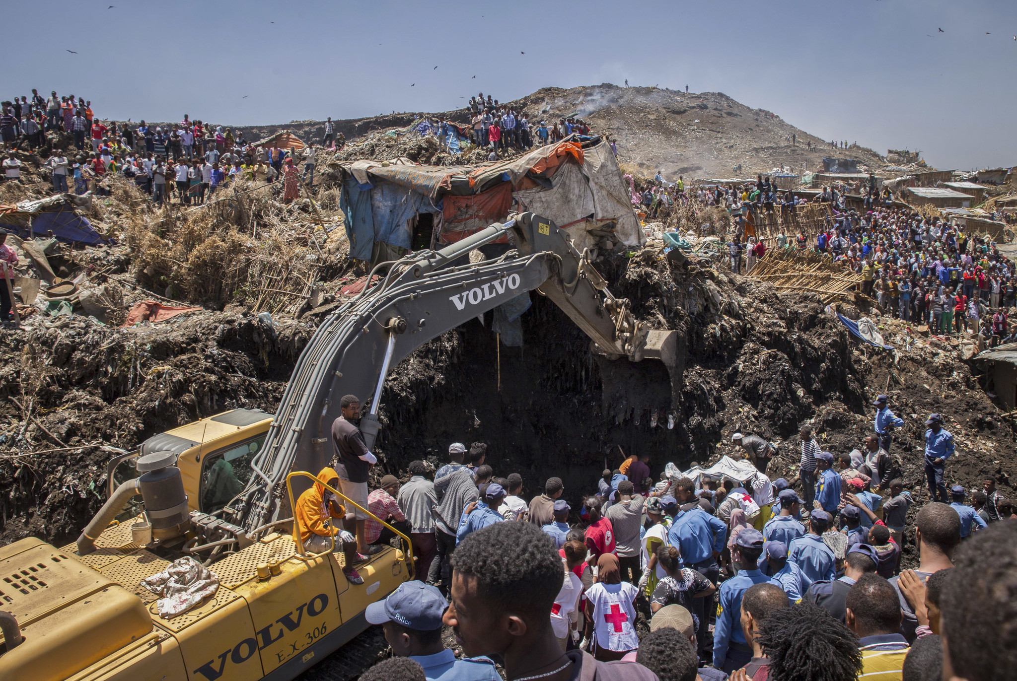 death toll in ethiopia landfill collapse rises to 113 chicago tribune