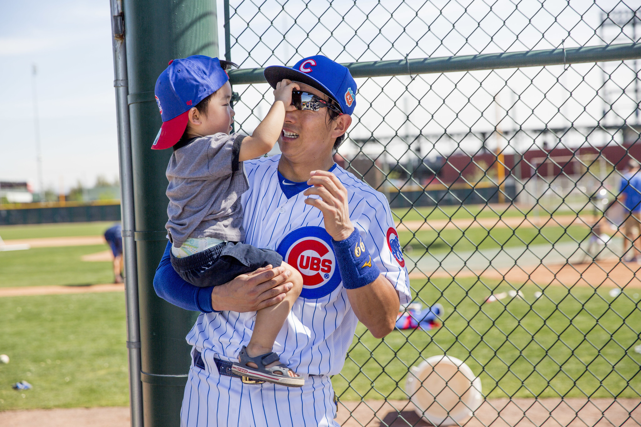 munenori kawasaki enjoys cubs life, even if it means another year