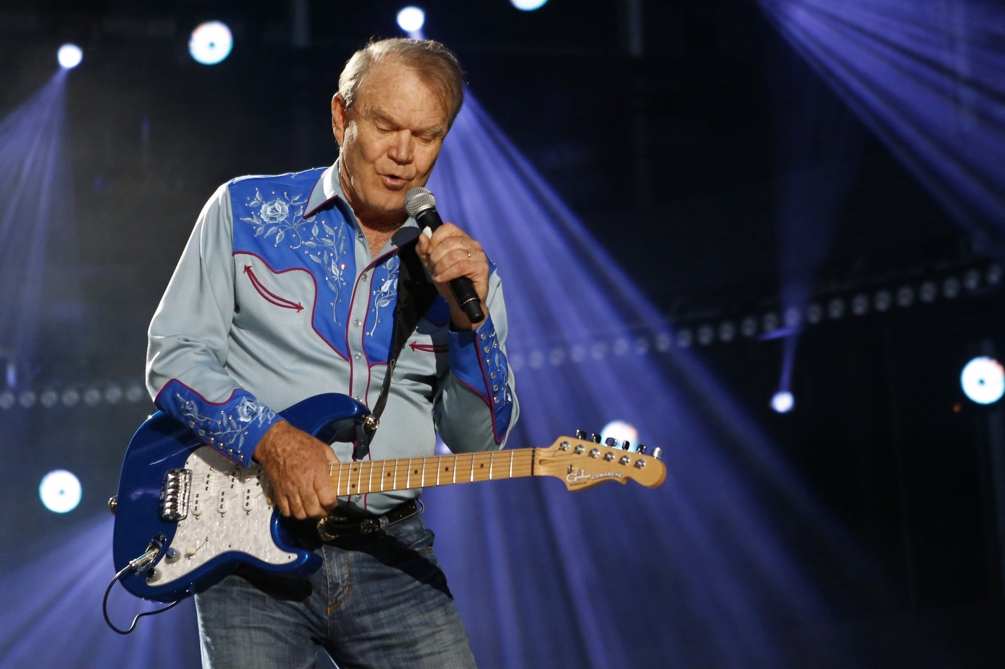 glen campbell can no longer play guitar according to wife chicago tribune. Black Bedroom Furniture Sets. Home Design Ideas