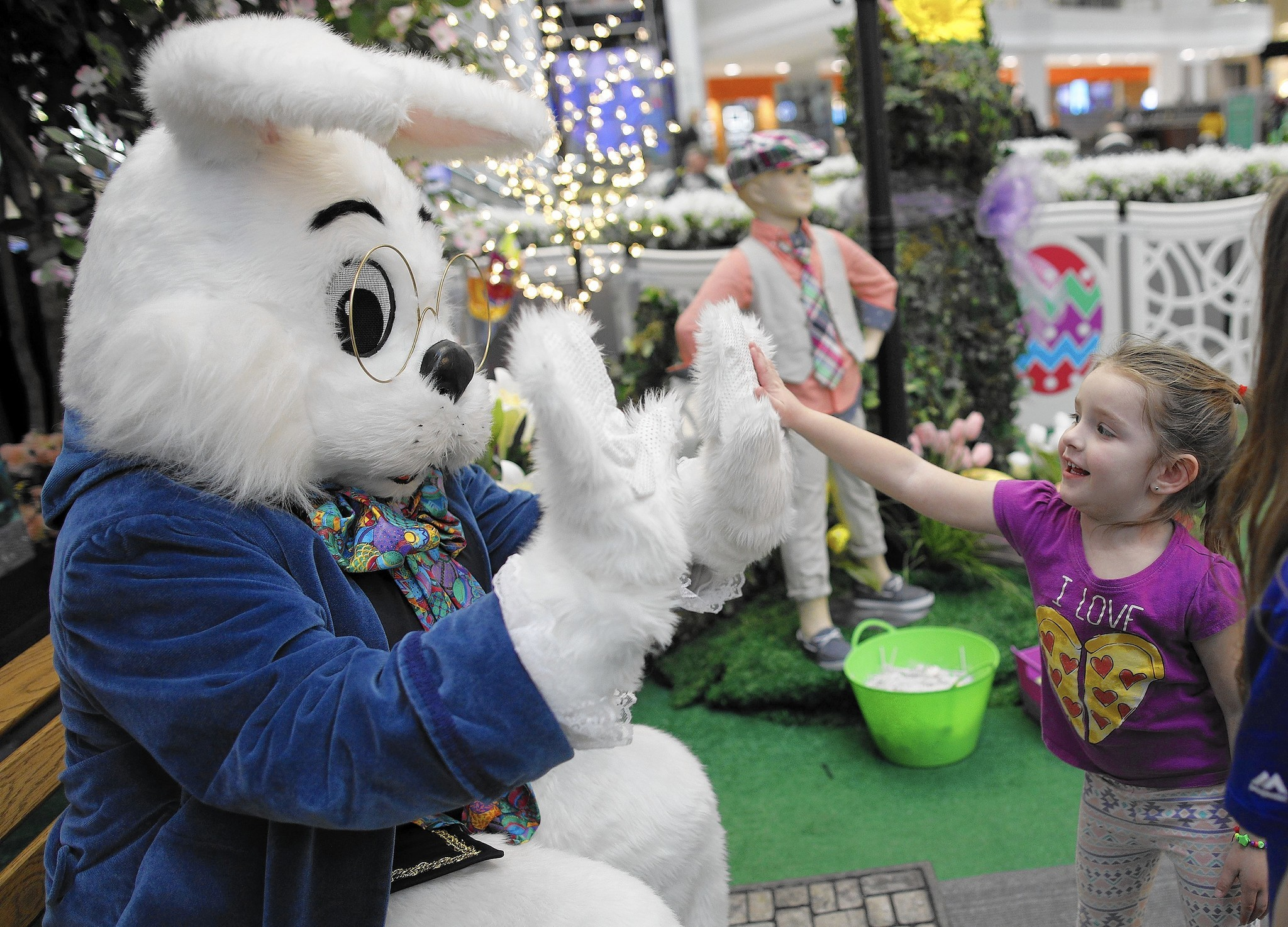 Malls In Ct >> The Easter Bunny will see you now: Malls hope holiday hop draws crowds to shop - Chicago Tribune