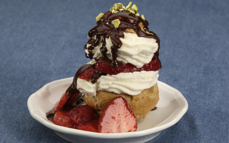 Passover profiteroles with strawberries
