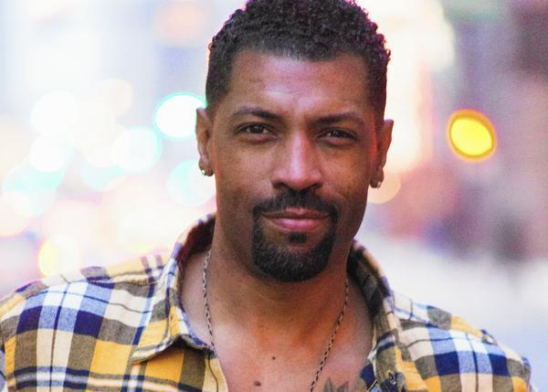 Black Ish Star Deon Cole Chicago Deserves Its Own Late