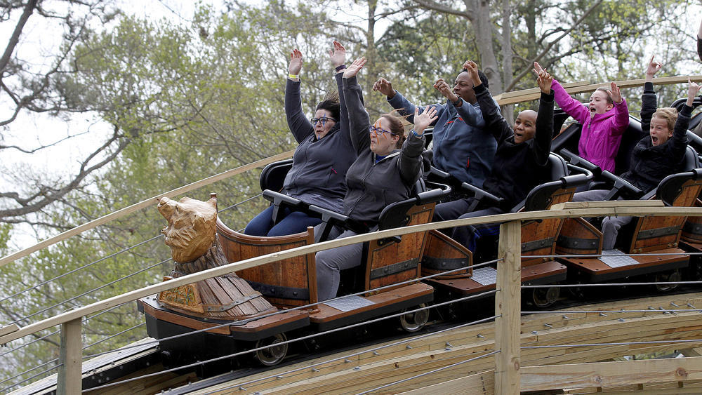 Wooden Roller Coaster Invadr Opens At Busch Gardens Williamsburg
