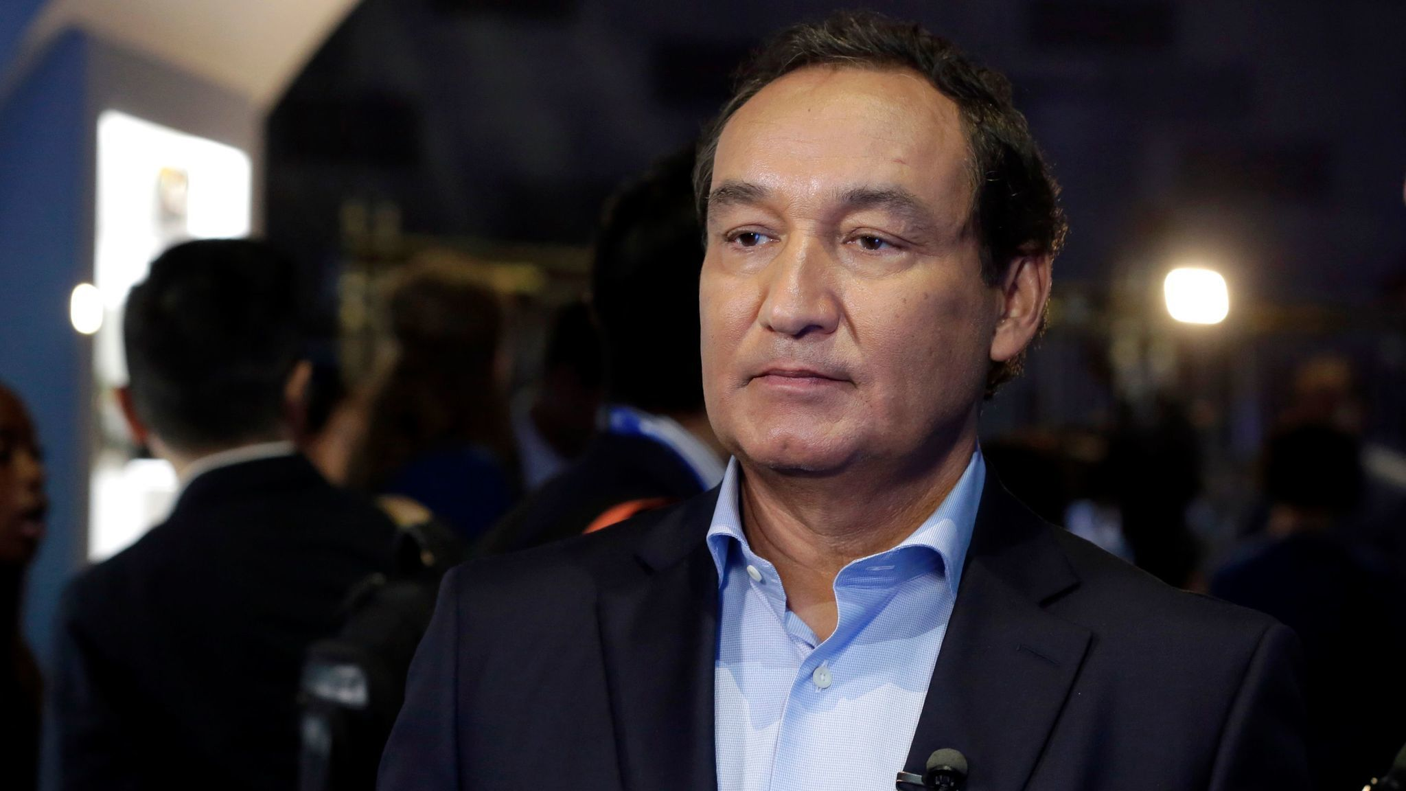 United CEO Oscar Munoz defends employees in letter   Chicago Tribune