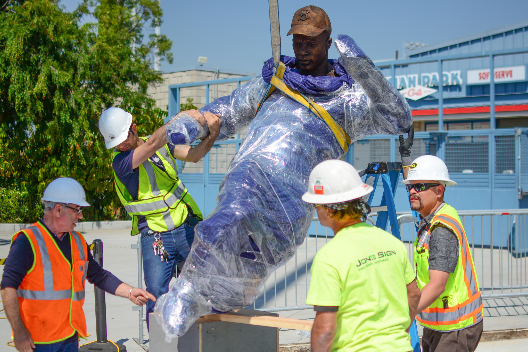 Dodgers to unveil Jackie Robinson statue Saturday - LA Times