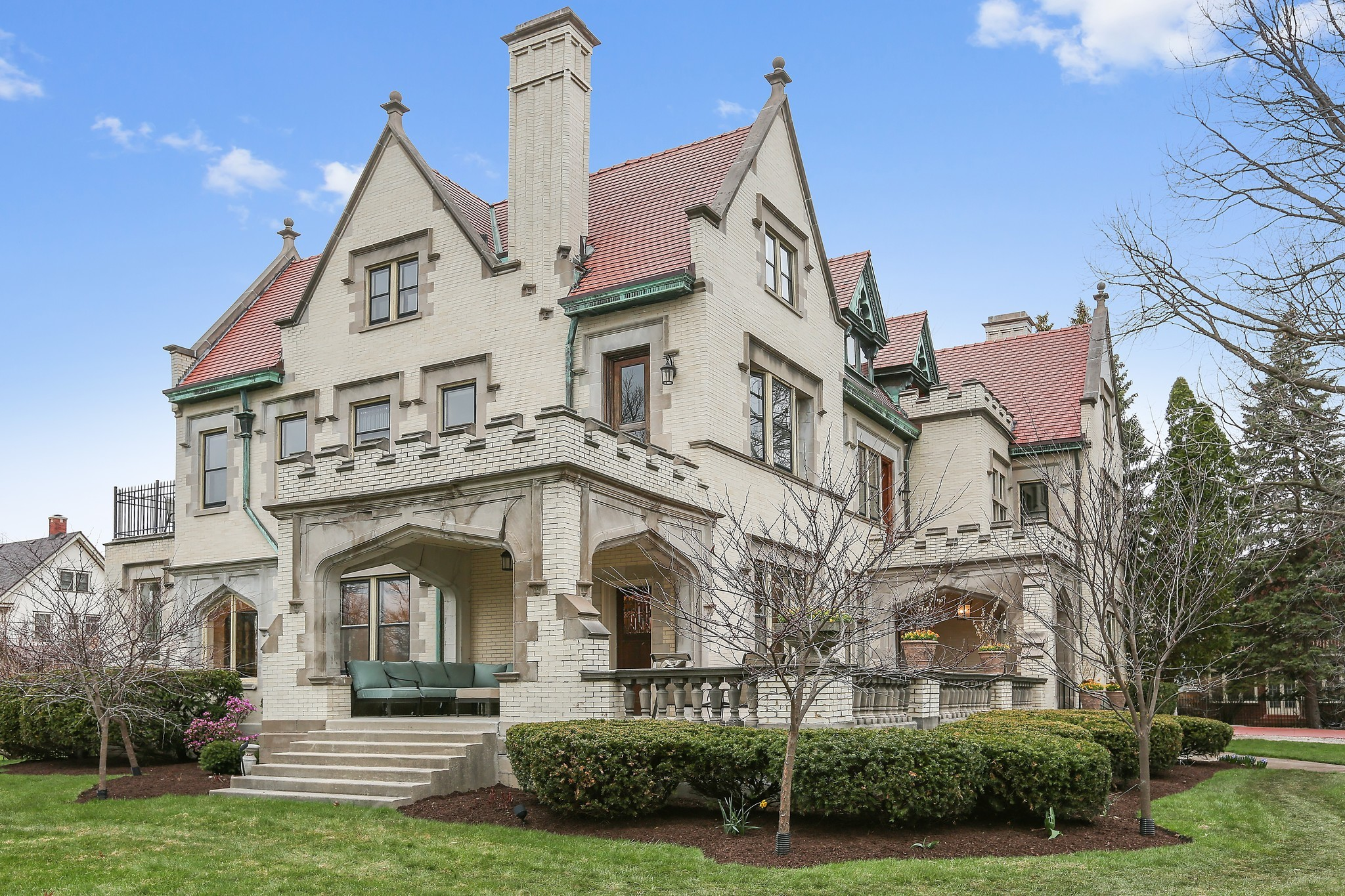 Oak Park Mansion With Original Details 2m Chicago Tribune