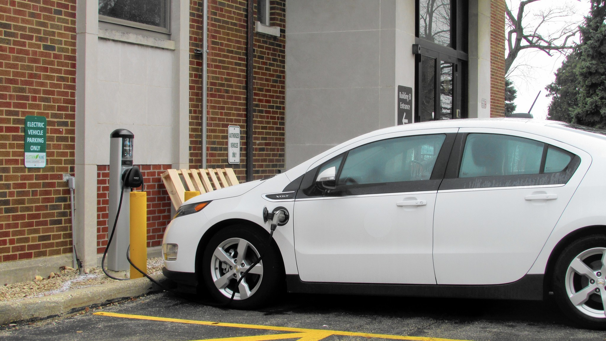 Chicago Vehicle Charging Infrastructure Boosted By Vw Settlement Kane County Station