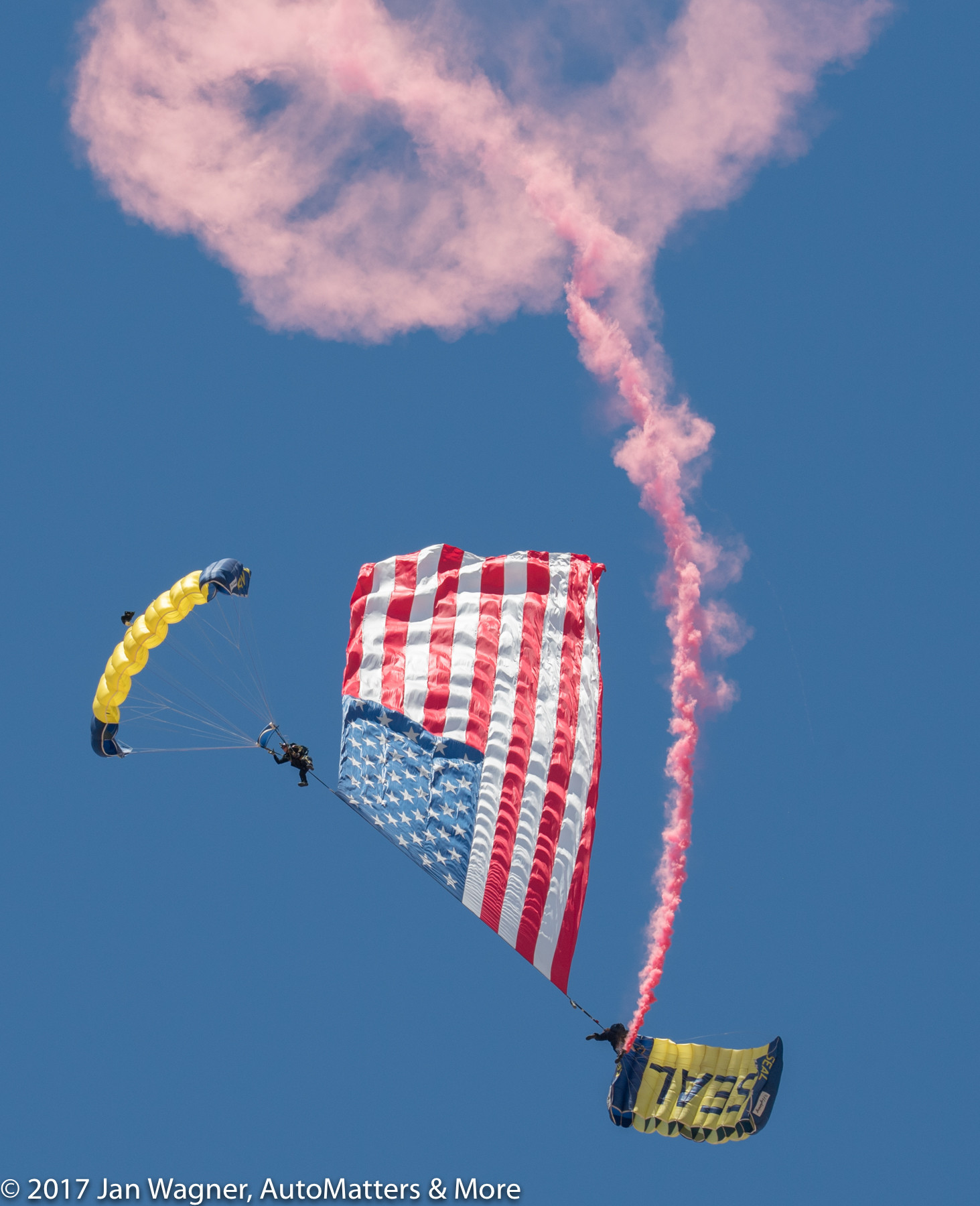 Sky diving by the U.S. Navy Leap Frogs