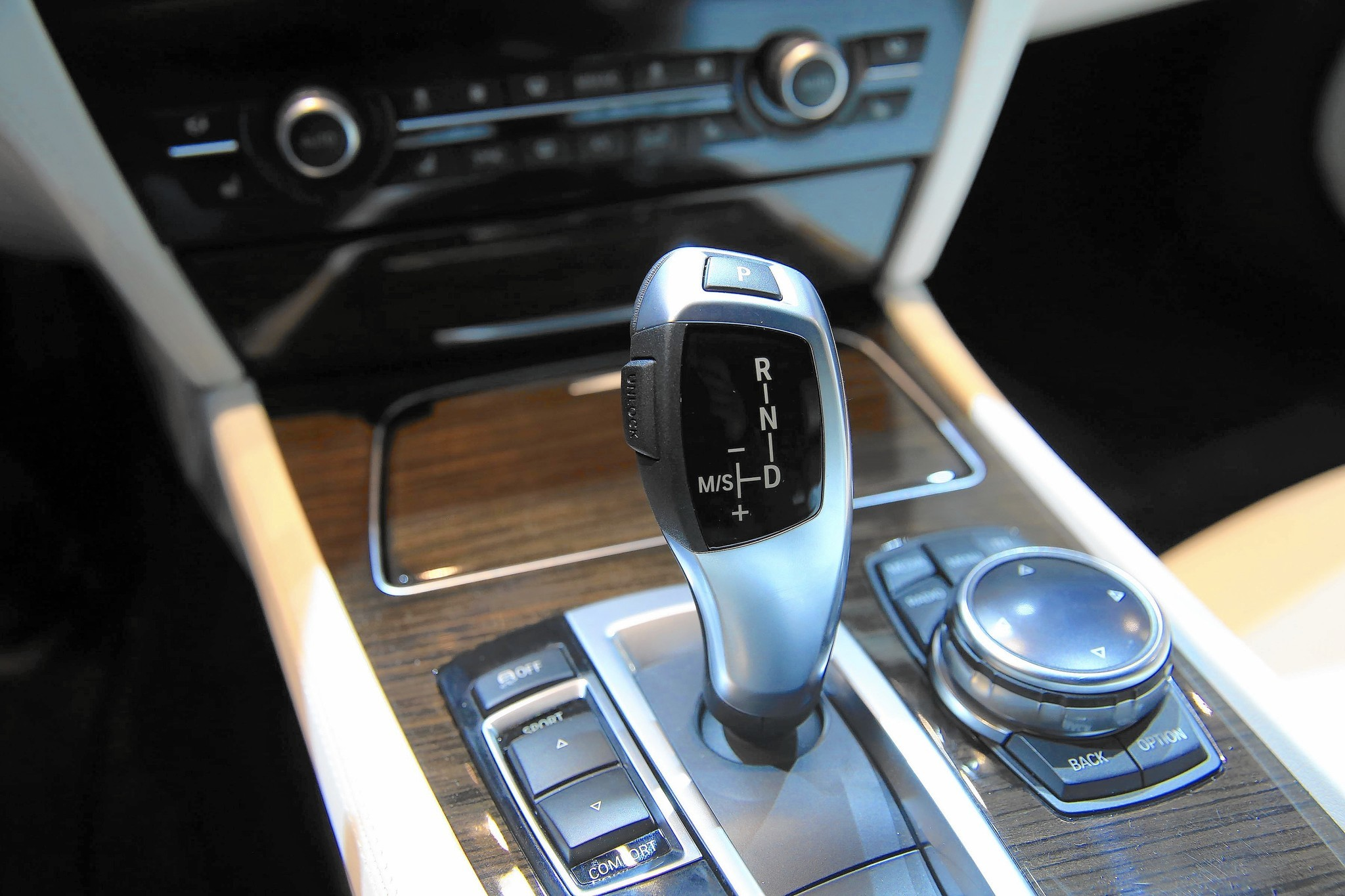 Five Worst New Car Features Reinvent The Wheel For No Reason Chicago Tribune