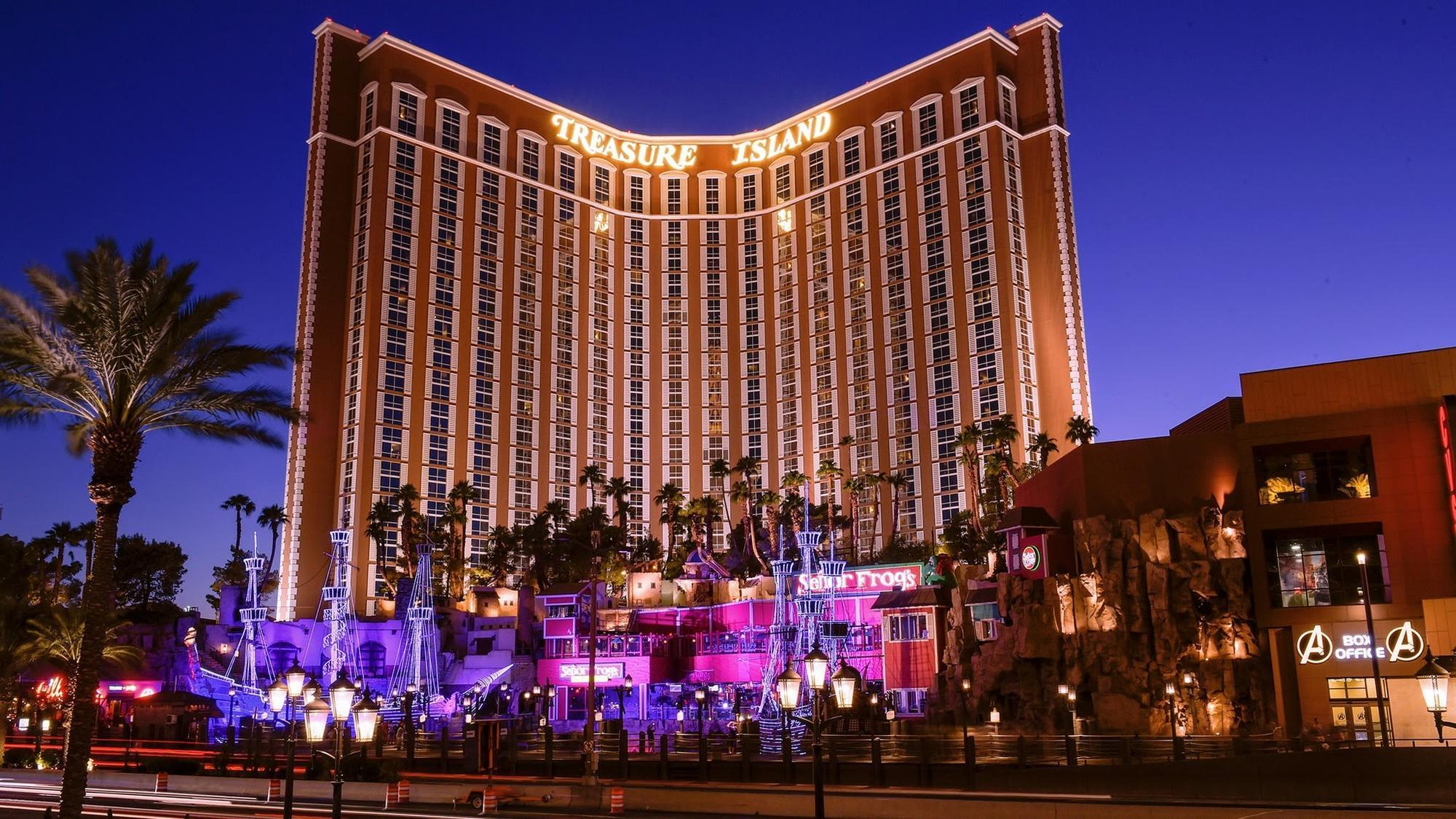 Picture Of The Strip Las Vegas: 9 Places On The Vegas Strip Where You Can Still Find Free