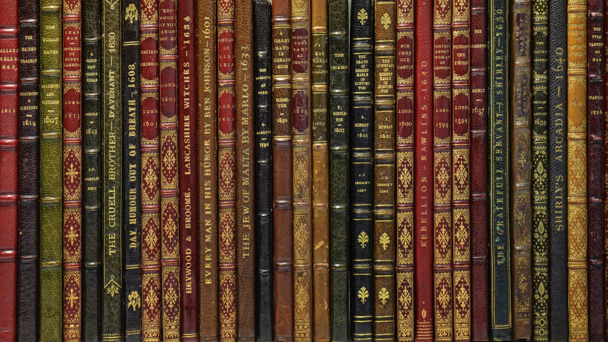 Digital technology is bringing the printed pages from centuries ago to literary fans' fingertips.
