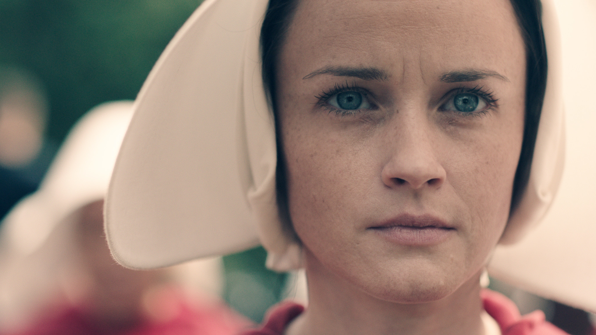This promotional shot featuring Alexis Bledel depicts the layering of the caplet and wings.