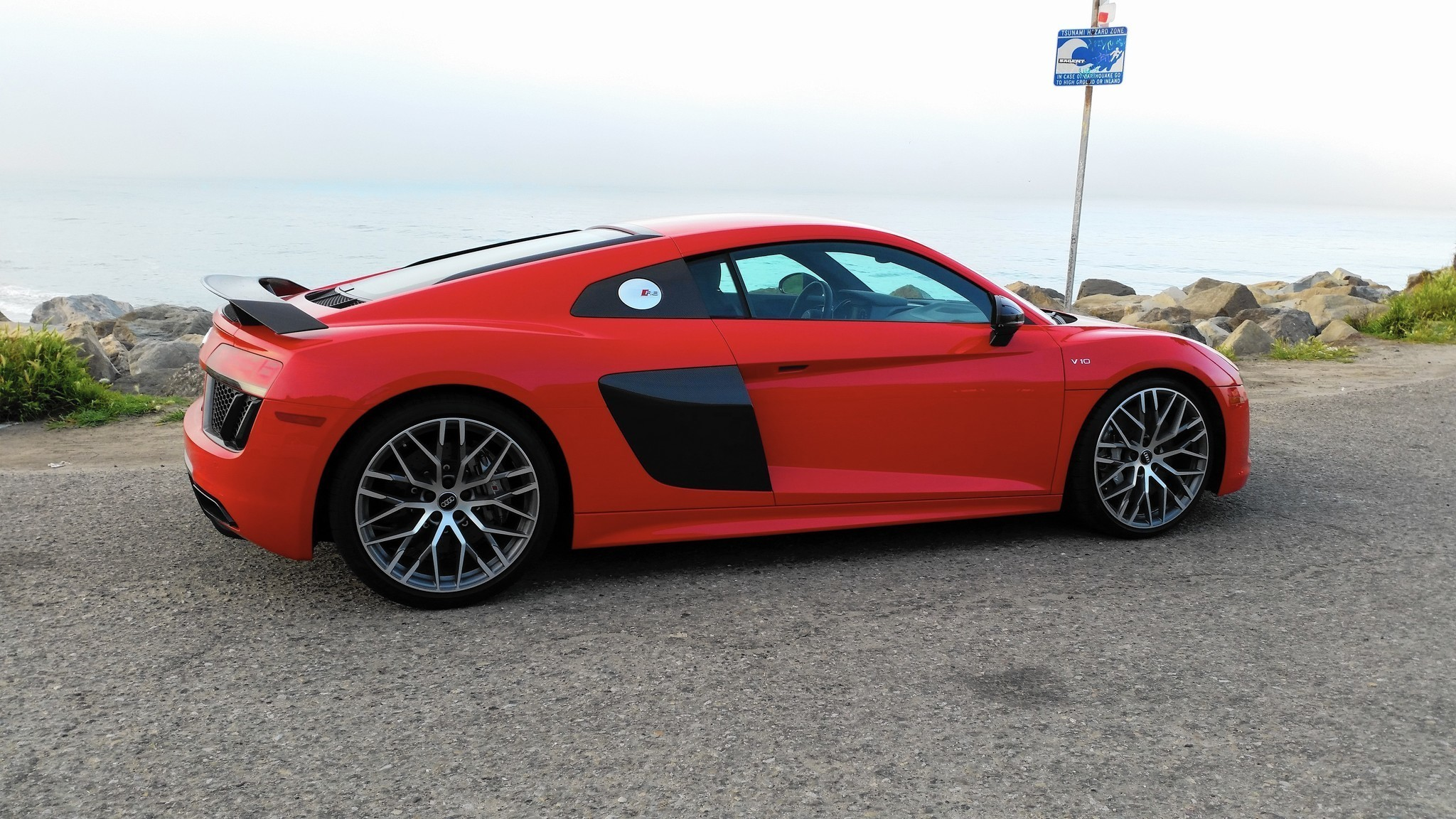 review audi r8 is an everyday supercar chicago tribune. Black Bedroom Furniture Sets. Home Design Ideas