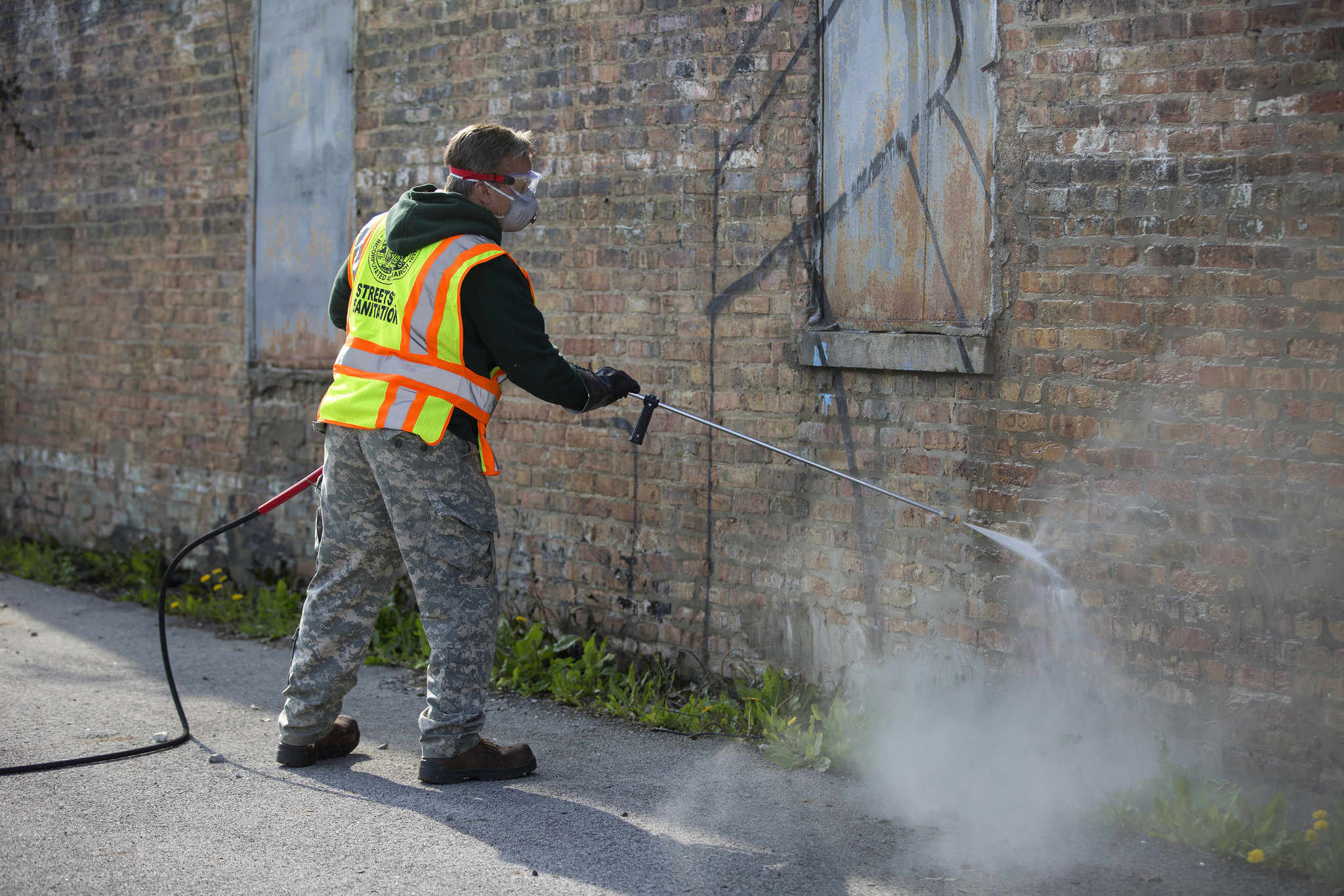 Chicago adds graffiti removal crews trucks chicago tribune