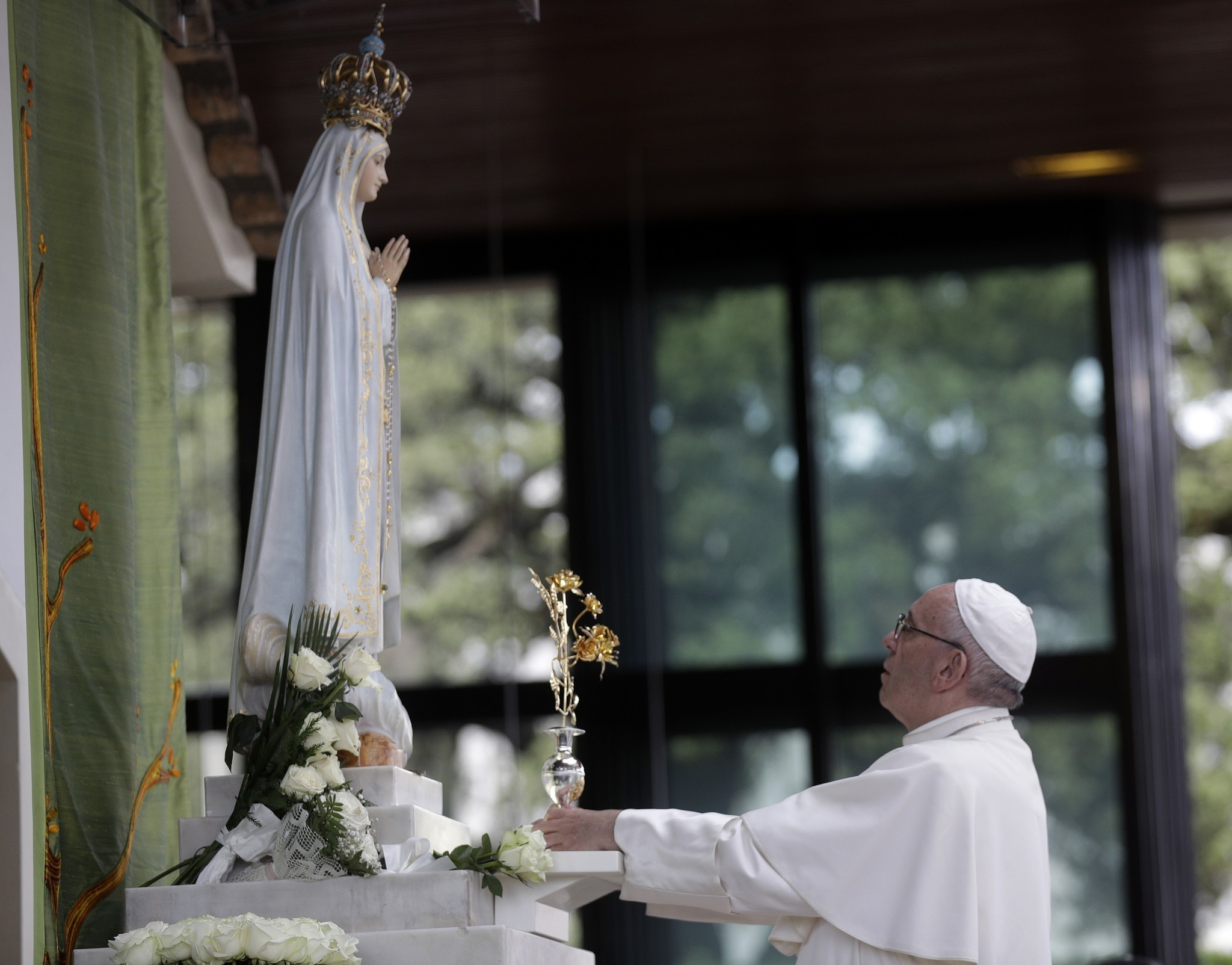 Pope Francis Cheered In Fatima To Honor Children Who Urged