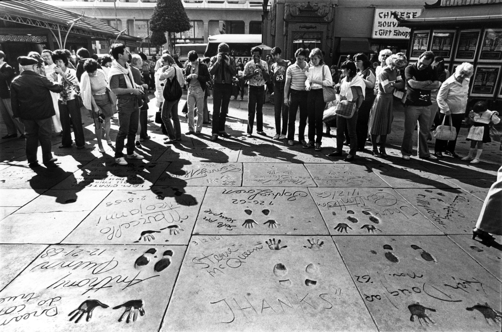 Tour groups at the Chinese Theatre on Feb. 22, 1983