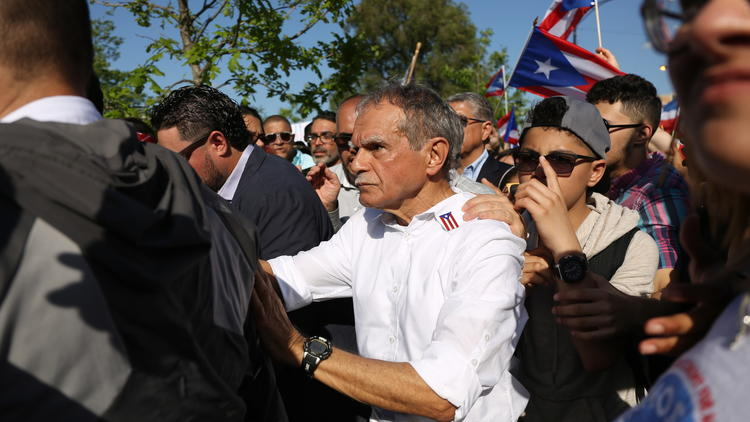 Oscar Lopez Rivera returns to Humboldt Park after three decades in prison