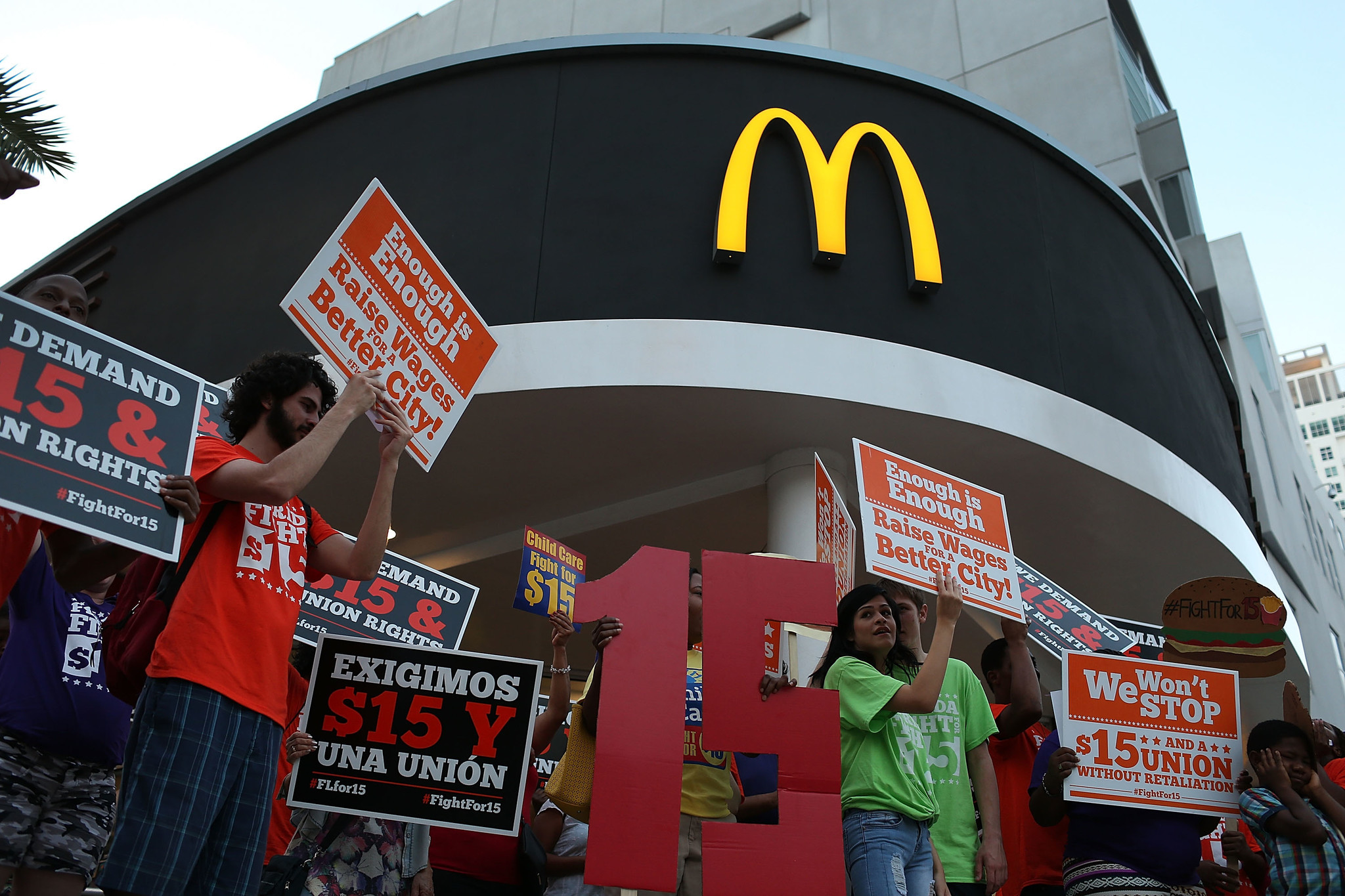 Fast Food Restaurants That Pay More Than Minimum Wage