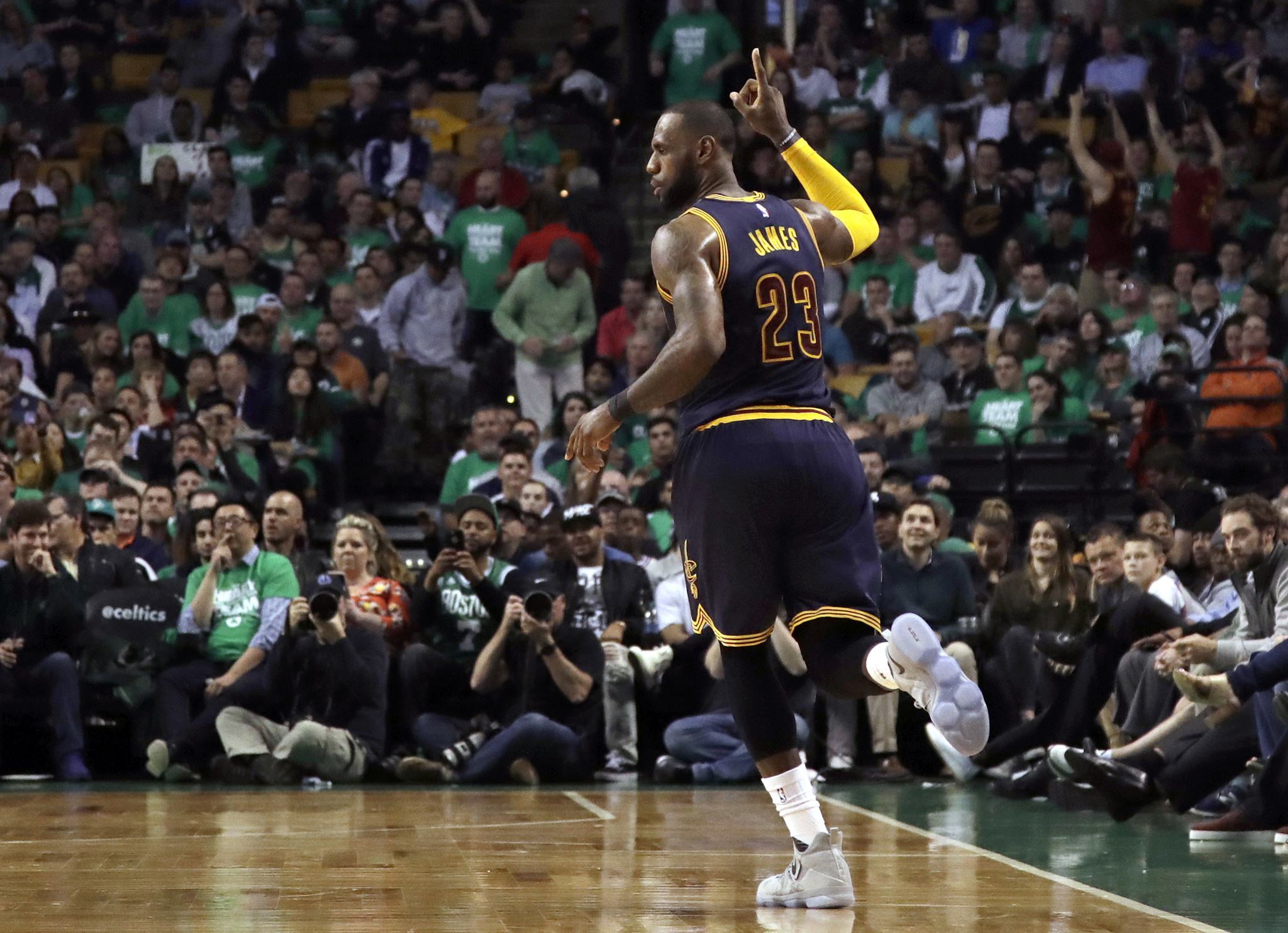 Boston Celtics Record 2017 >> LeBron James breaks Michael Jordan's playoff scoring record - Chicago Tribune