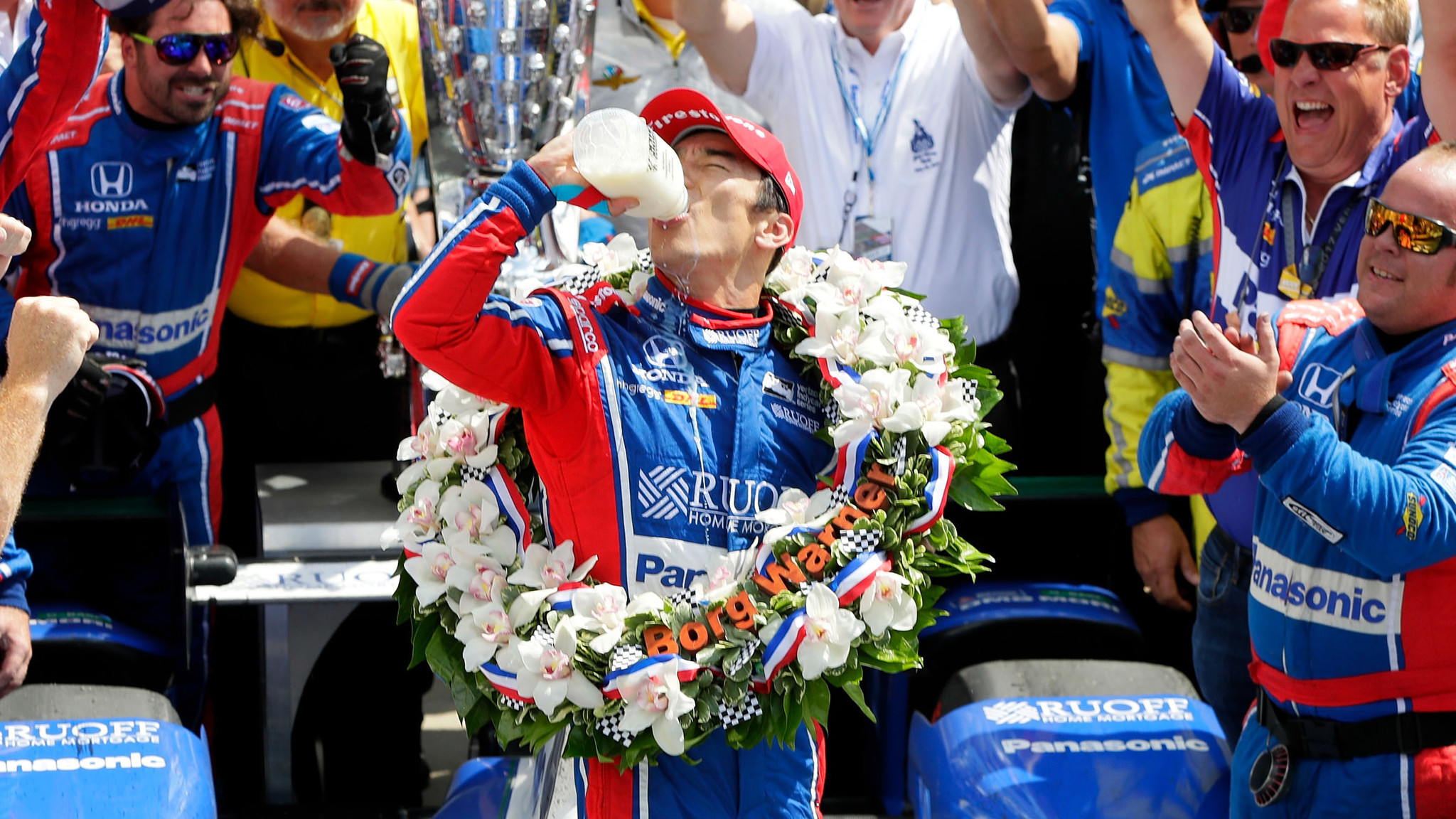 takuma sato becomes first japanese driver to win the indianapolis 500 la times. Black Bedroom Furniture Sets. Home Design Ideas