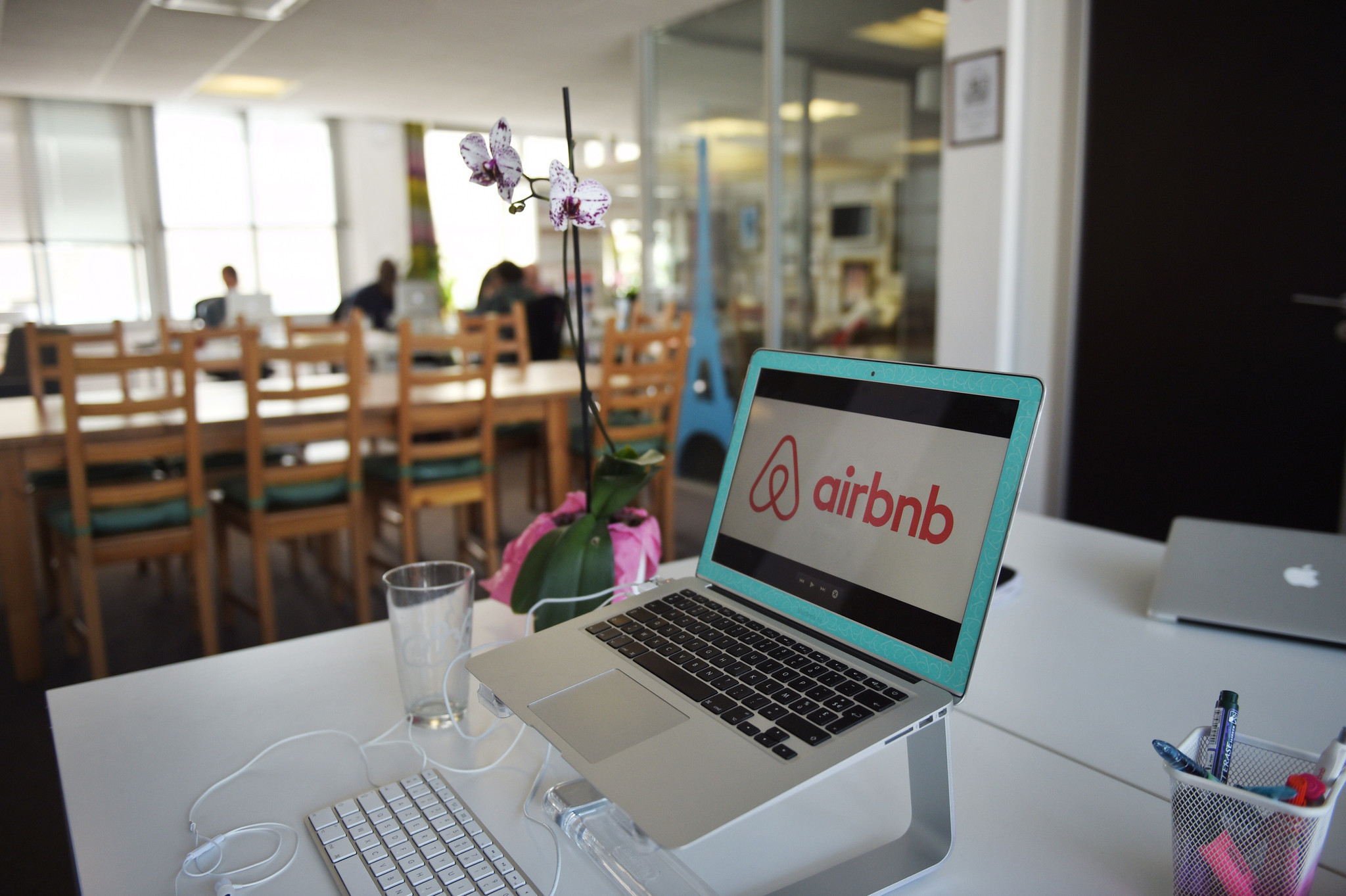 Airbnb hosts are more likely to reject guests with disabilities, study finds - Orlando Sentinel