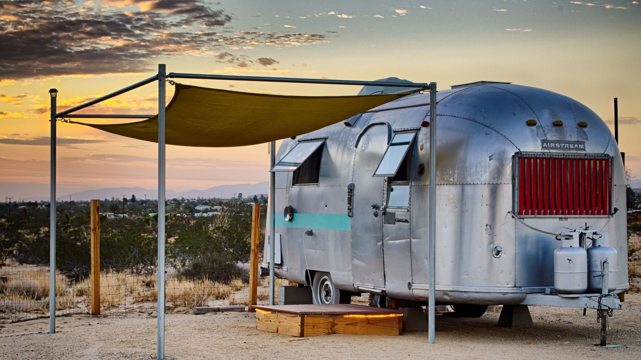 with these hotels you can experience airstream travel without a hitch la times. Black Bedroom Furniture Sets. Home Design Ideas