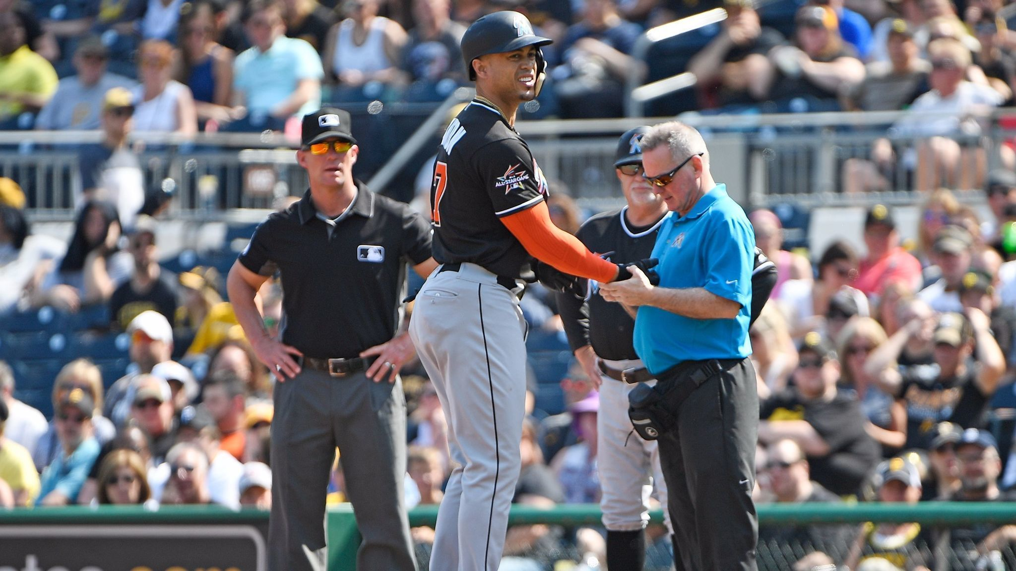 Marlins Giancarlo Stanton On Bruised Right Wrist After