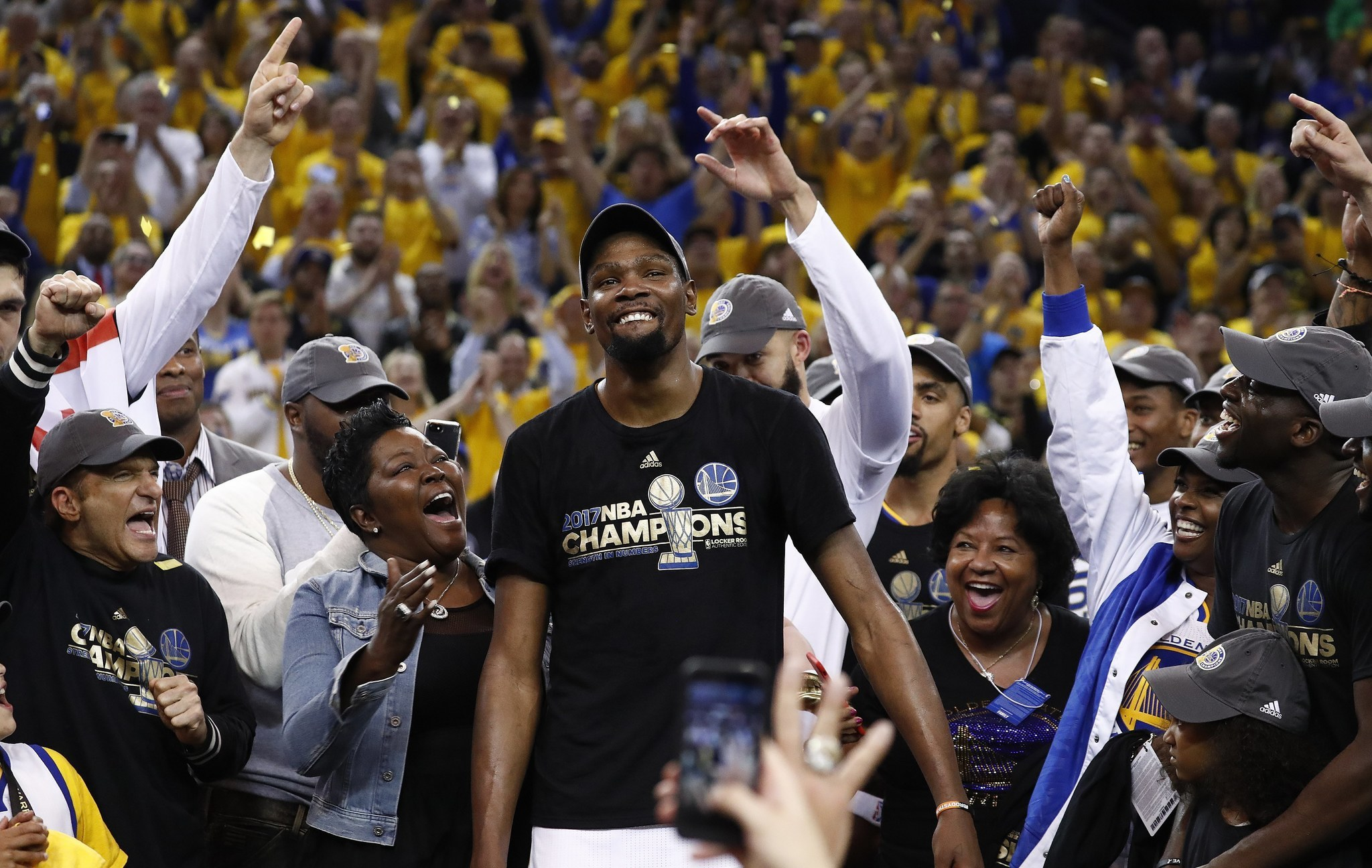 d9e2721ba66e Kevin Durant deserves respect — not criticism — for chasing NBA  championship ring - Chicago Tribune