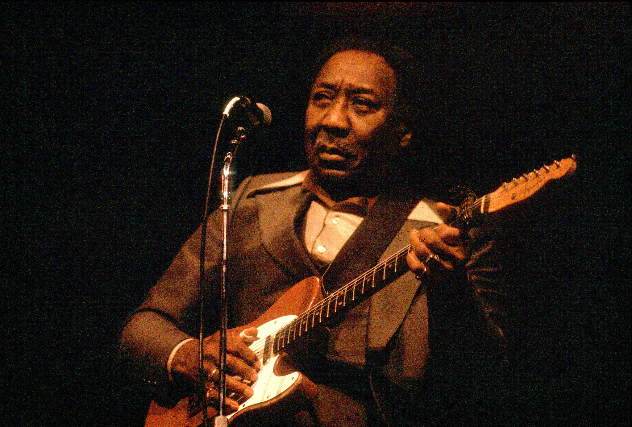 2 guitars returned to muddy waters 39 heirs in ongoing estate battle chicago tribune. Black Bedroom Furniture Sets. Home Design Ideas