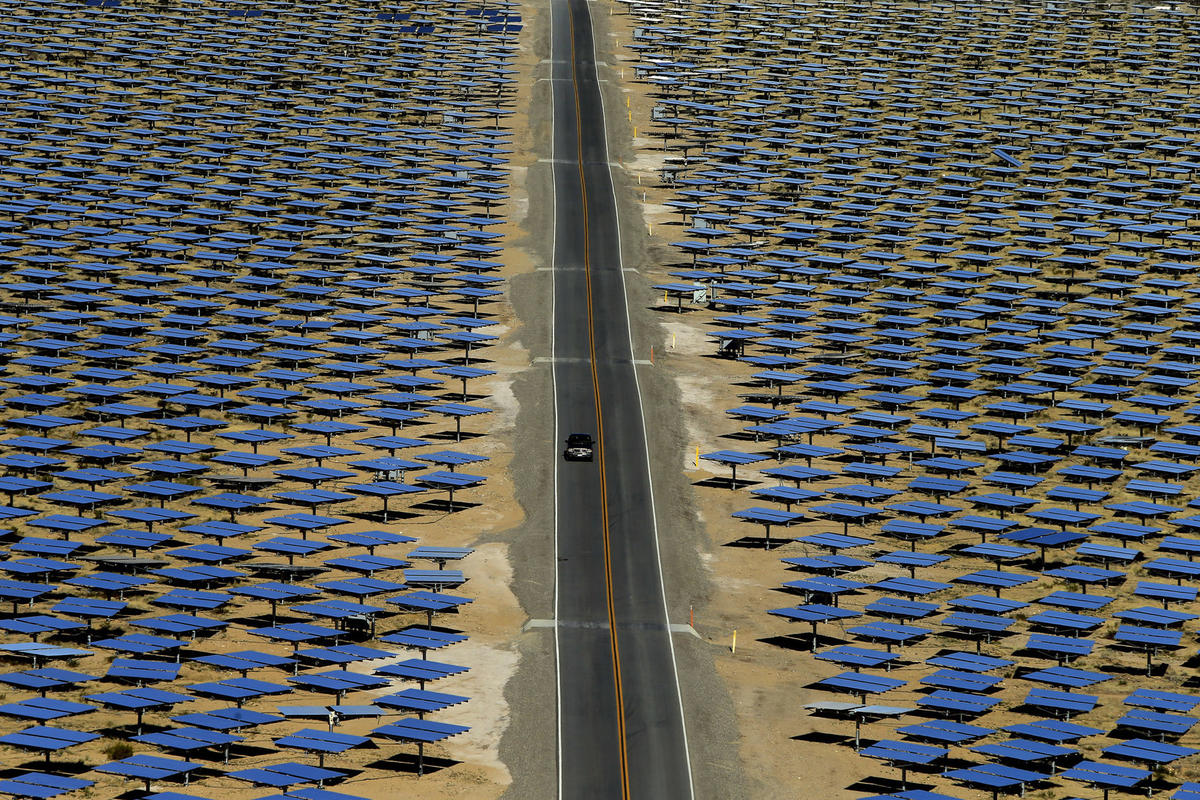 California Invested Heavily In Solar Power Now Theres So Much That To The Left Is A Diagram For Generation Of Electricity From Sprawling Ivanpah Electric Generating System Owned By Nrg Energy And Brightsource Occupies 55 Square Miles Mojave Desert
