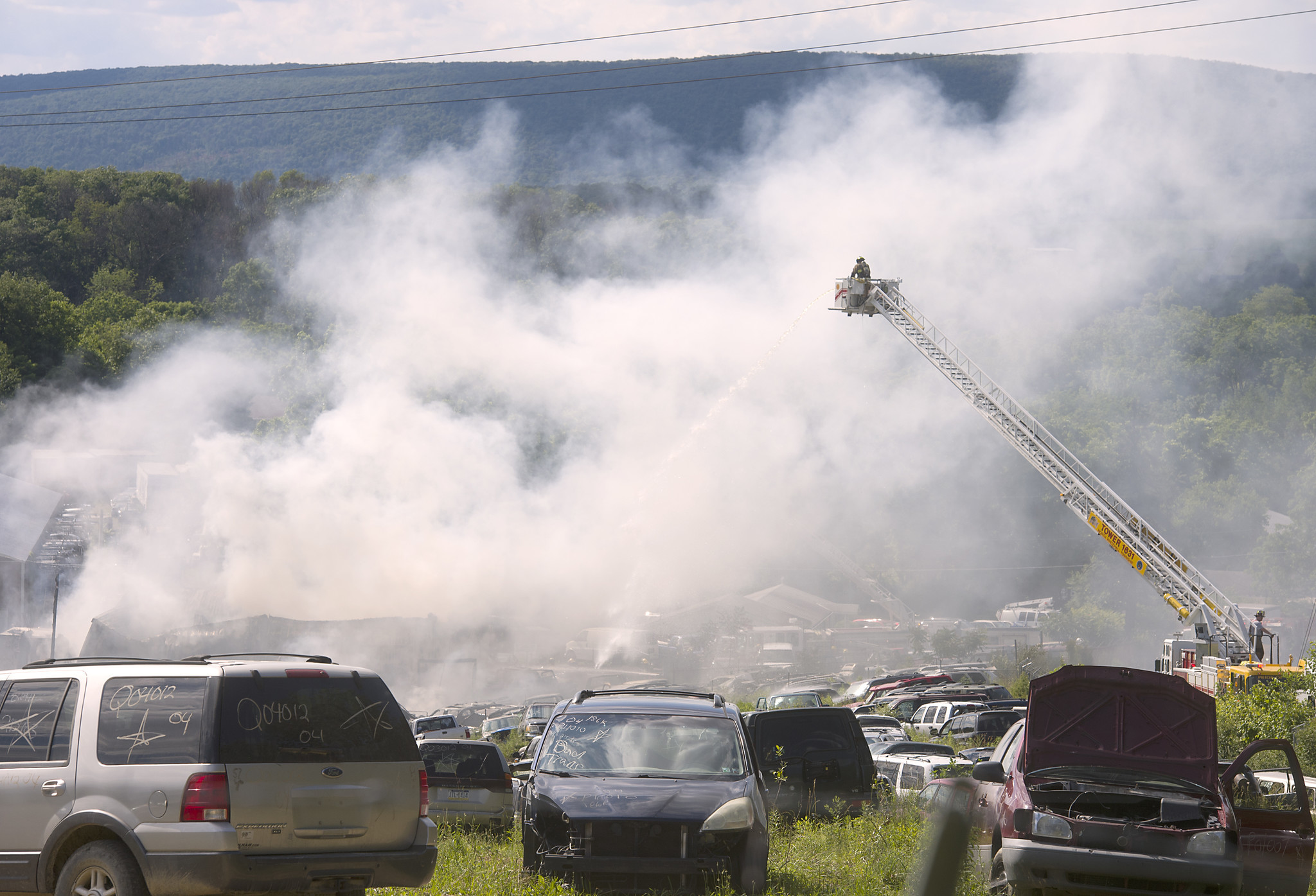 G&R Auto Salvage >> Pictures 2 Alarm Fire At Hanna S Auto Salvage In Washington