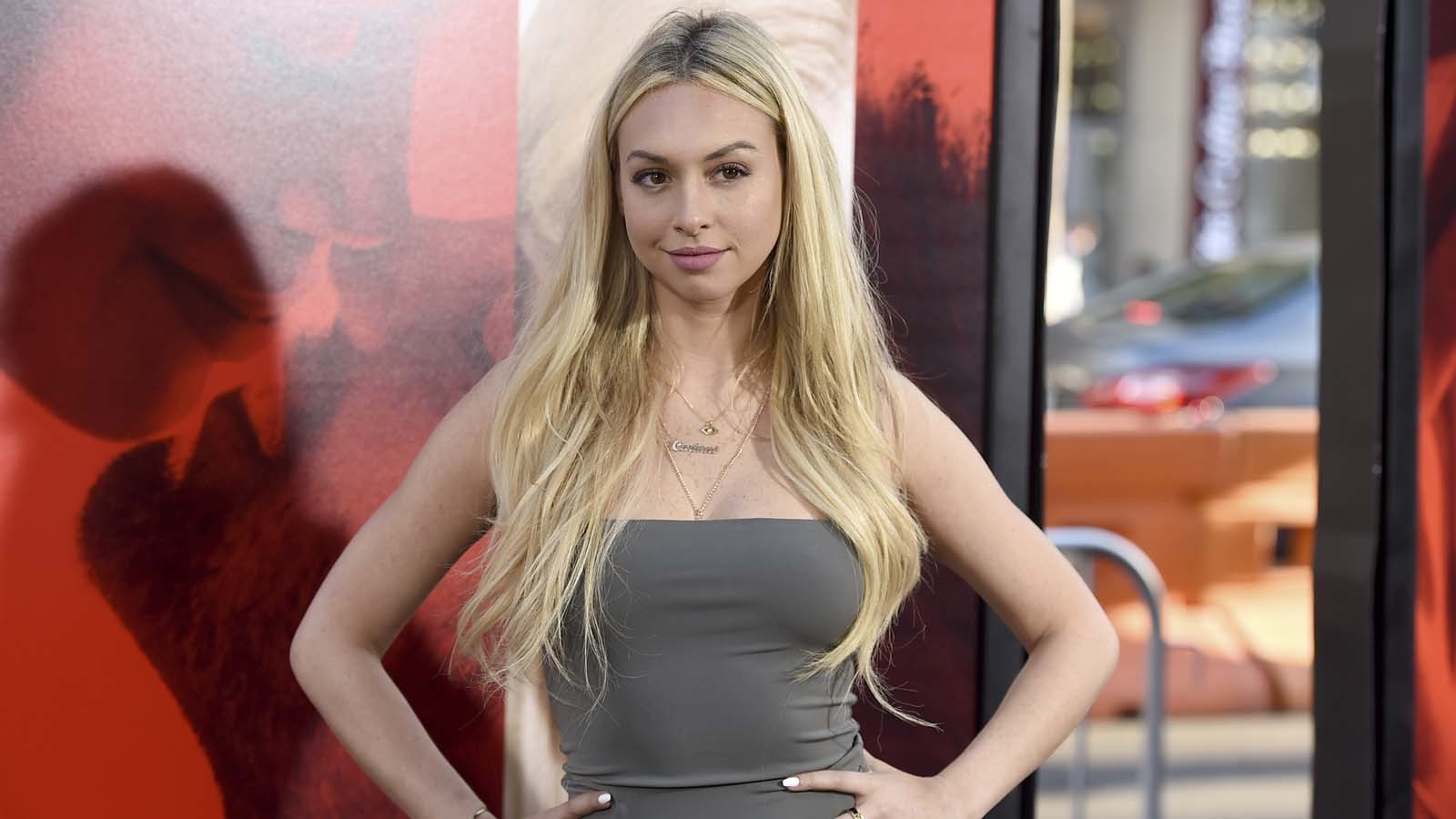 How old is corinne from the bachelor