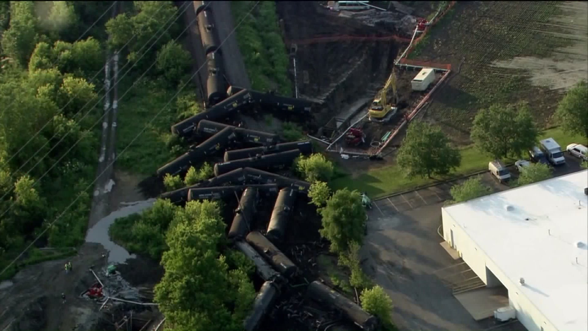 Car Leaking Oil >> Train hauling crude oil derails in Plainfield, causing evacuation but no injuries - Chicago Tribune