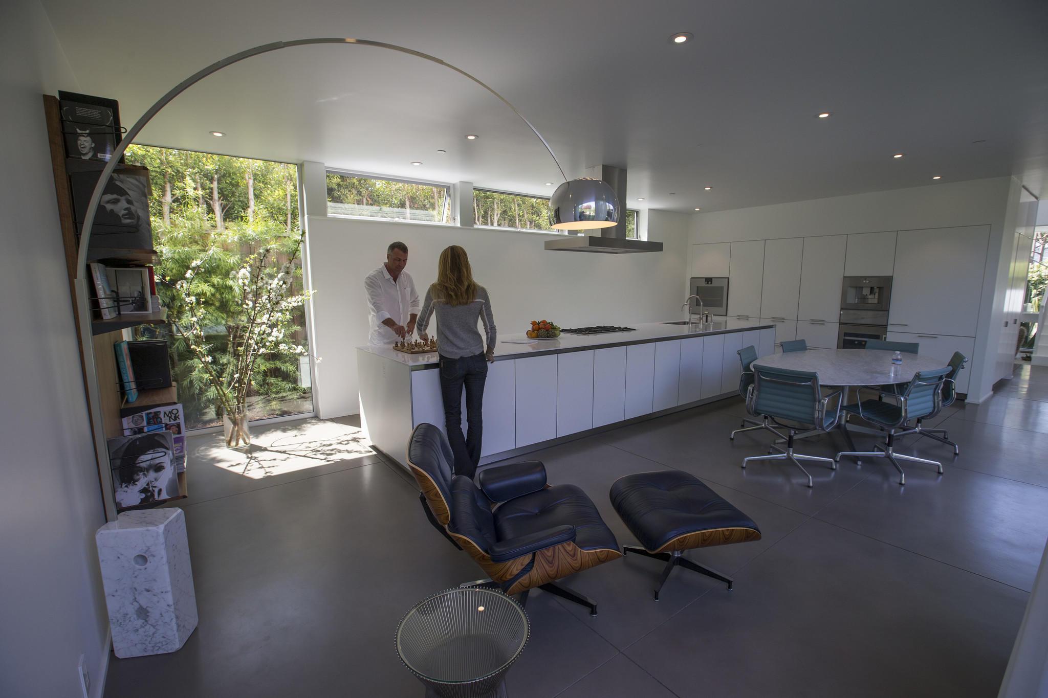 Eline Hissink and Scott Yasharian in their kitchen.