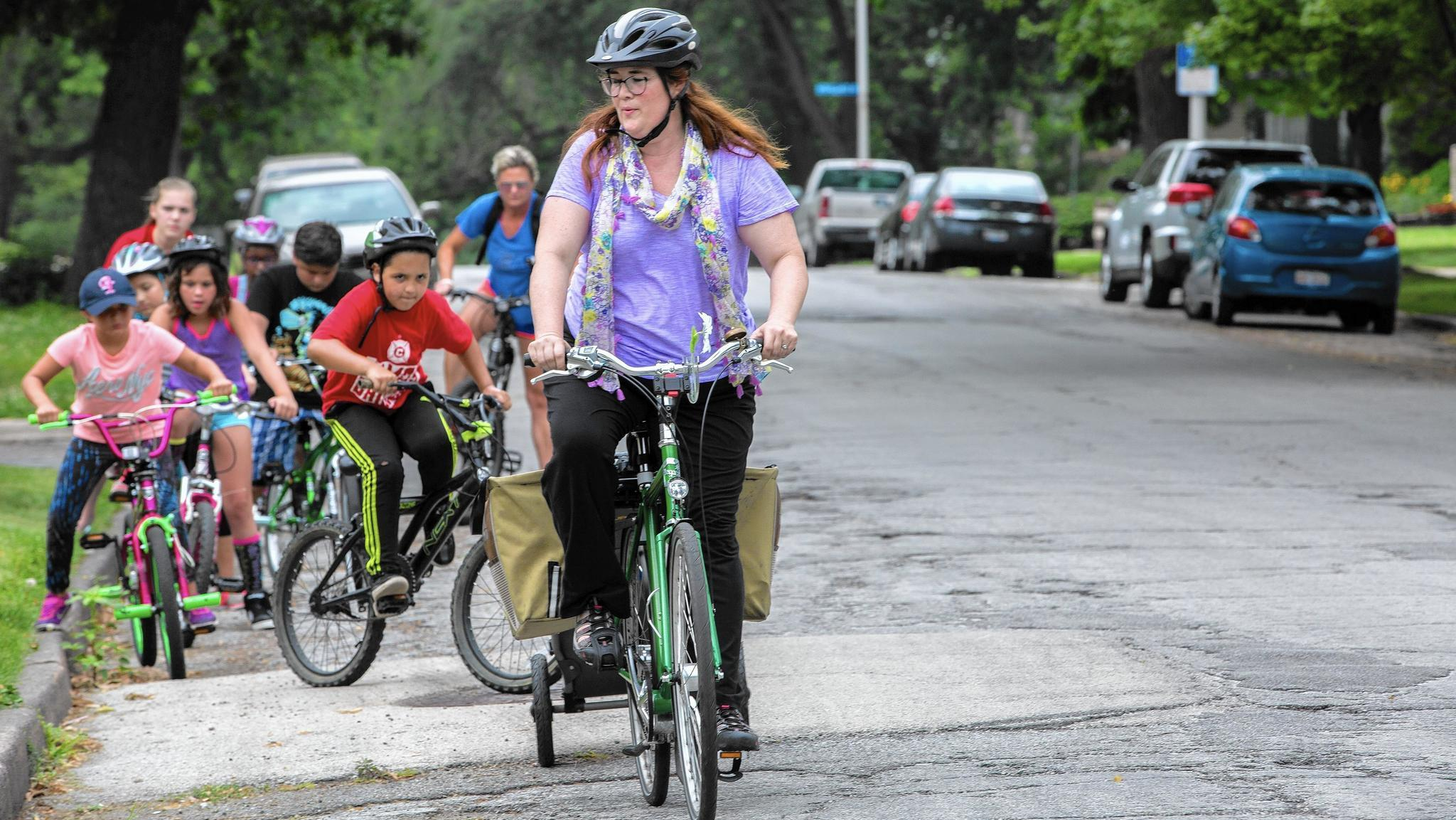 Cyclists face barriers in car-centric Chicago suburbs  study - Chicago  Tribune 53325c92d